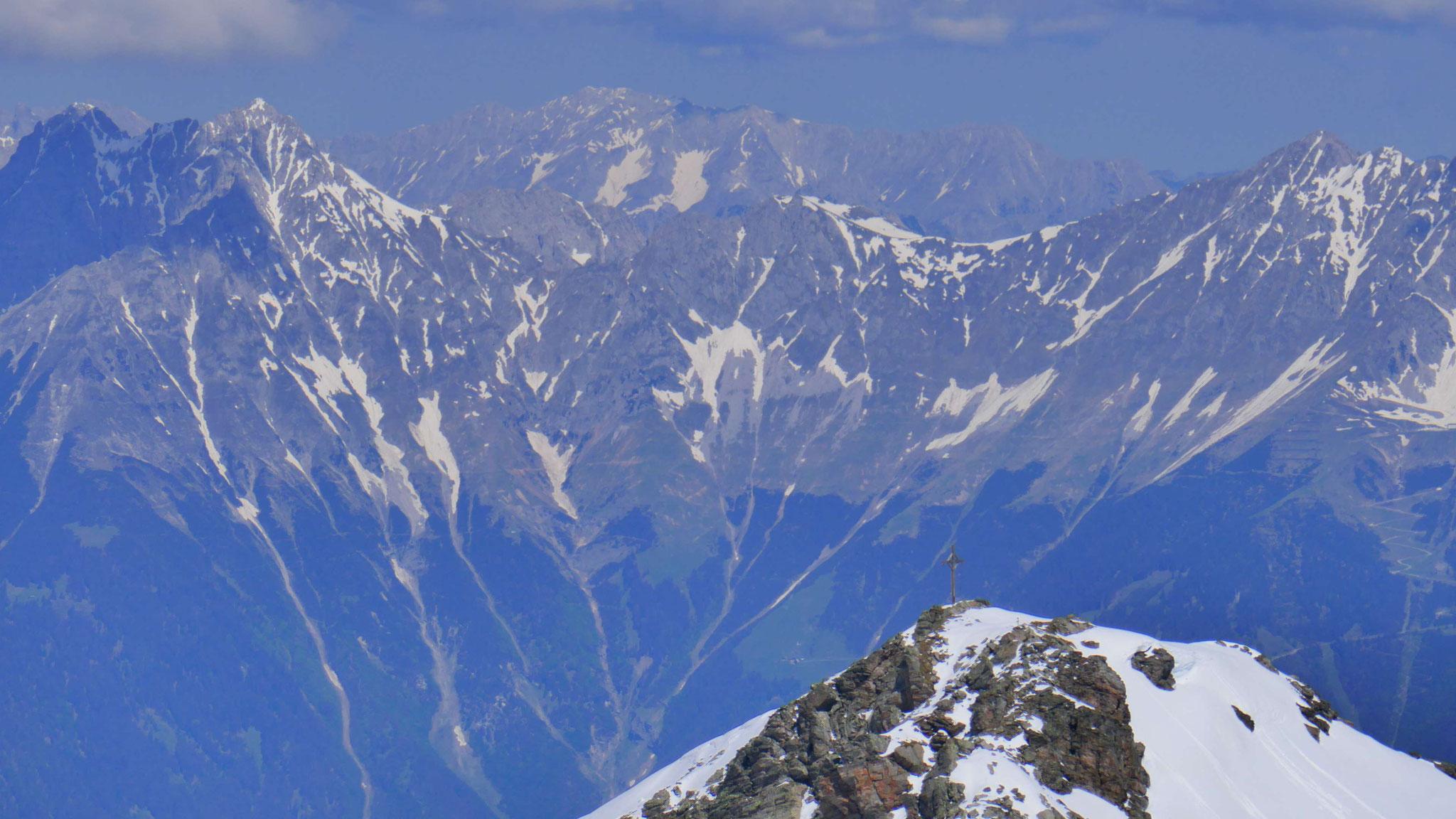 Kreuzspitze, dahinter Nordkette