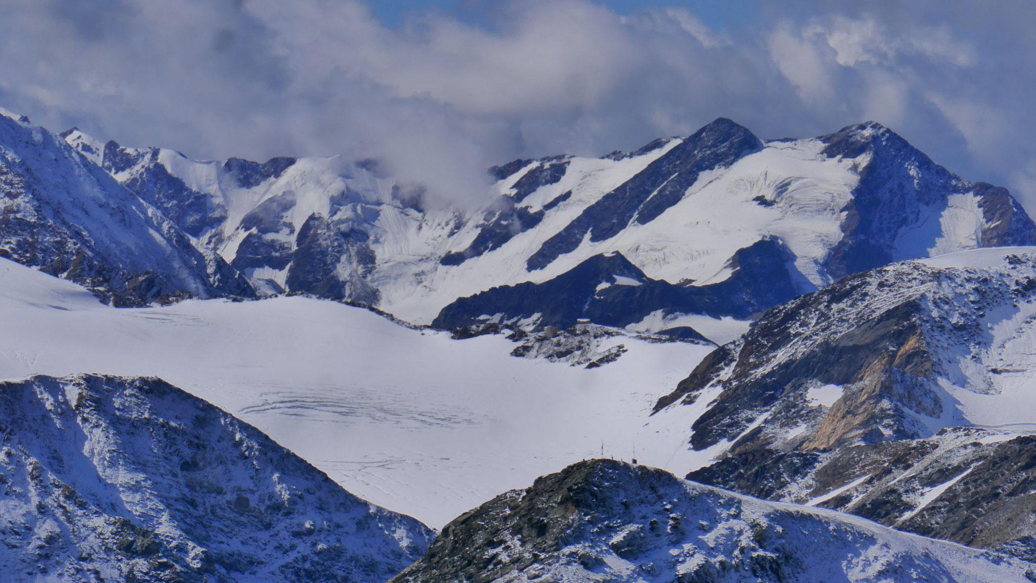 Hintere Schöntaufspitze vor Langenferner mit der Casati-Hütte, dahinter Pizzo Tresero