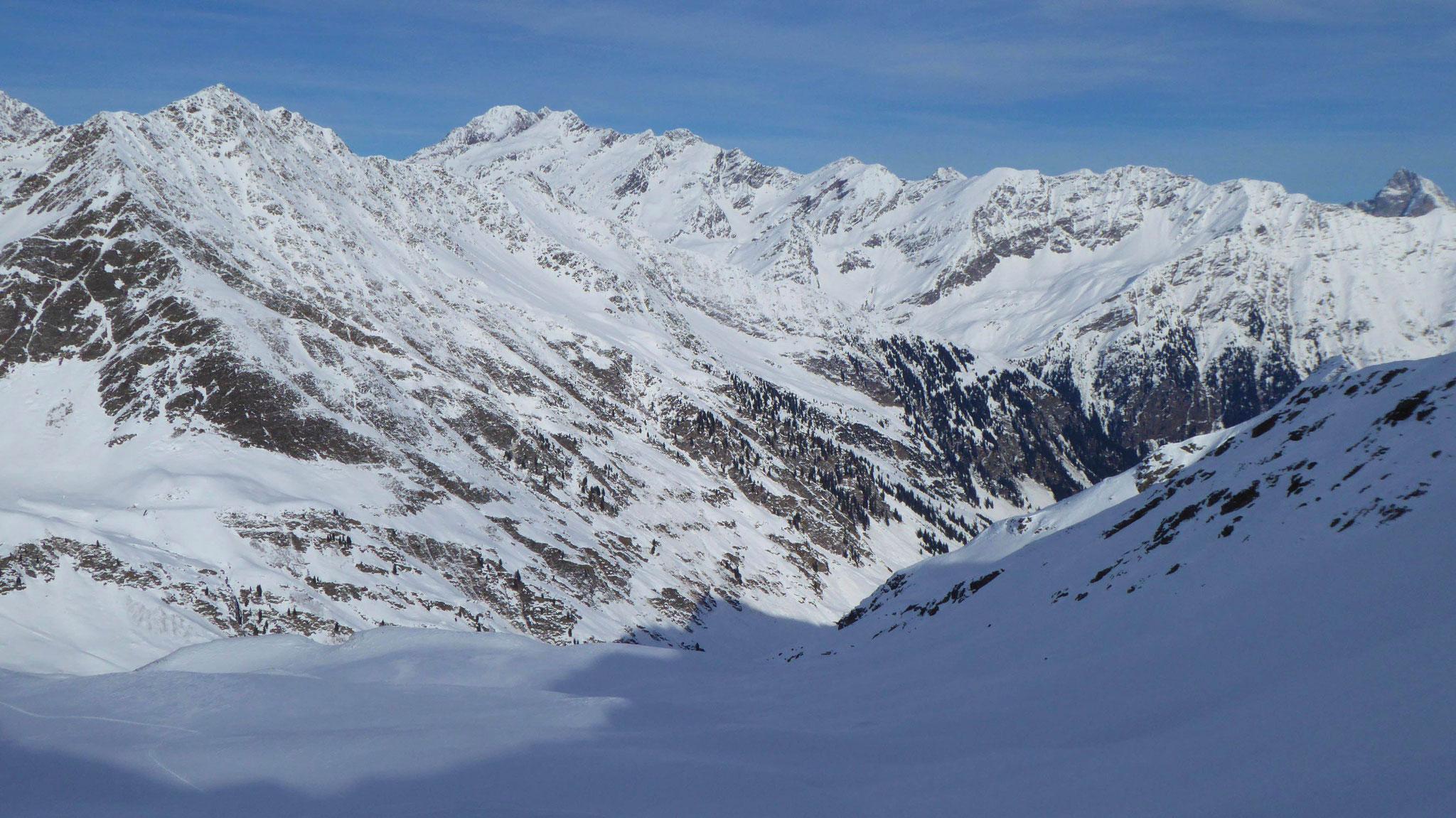 Lazachertal, links hinten Feuersteine und Agglsspitze
