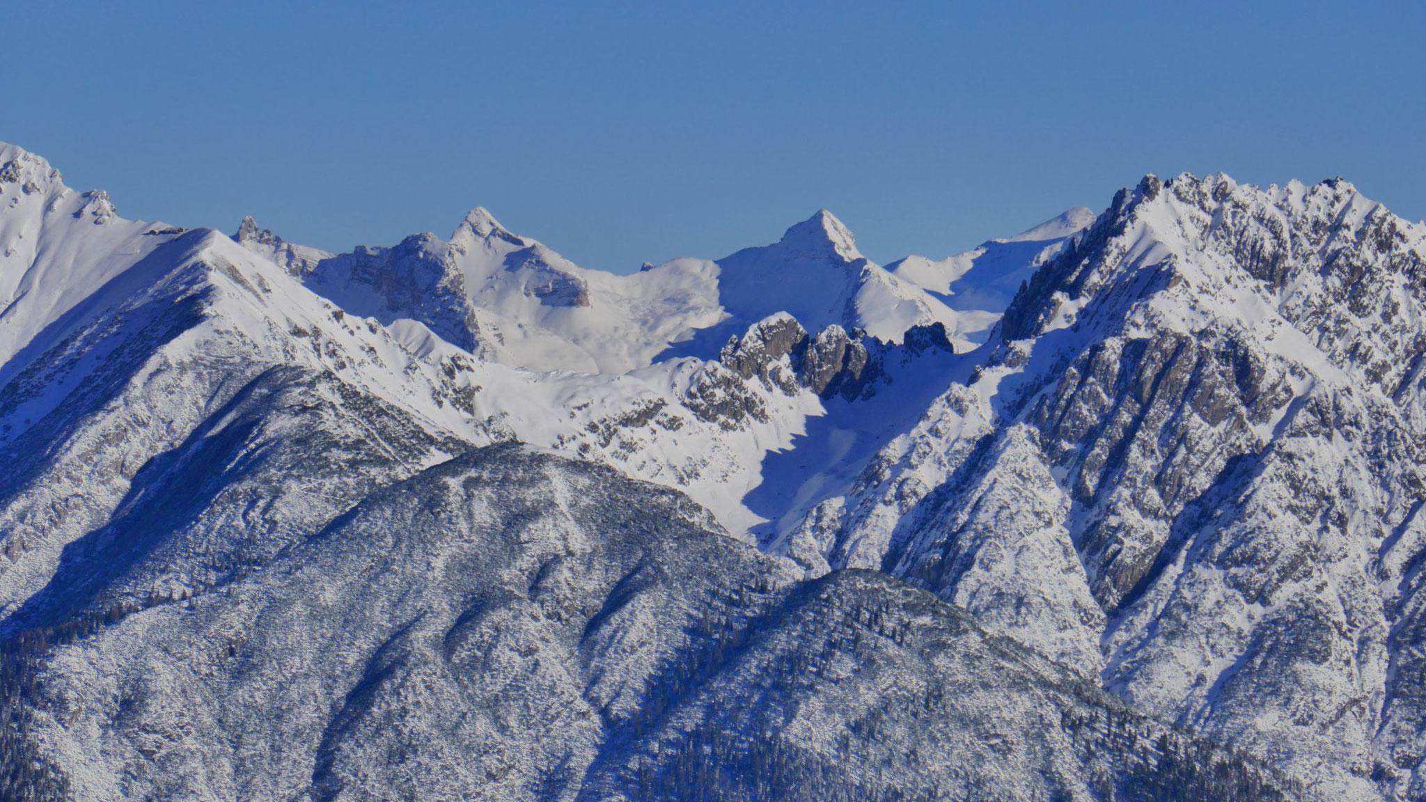 Durchblick auf die Karwendel-Hauptkette