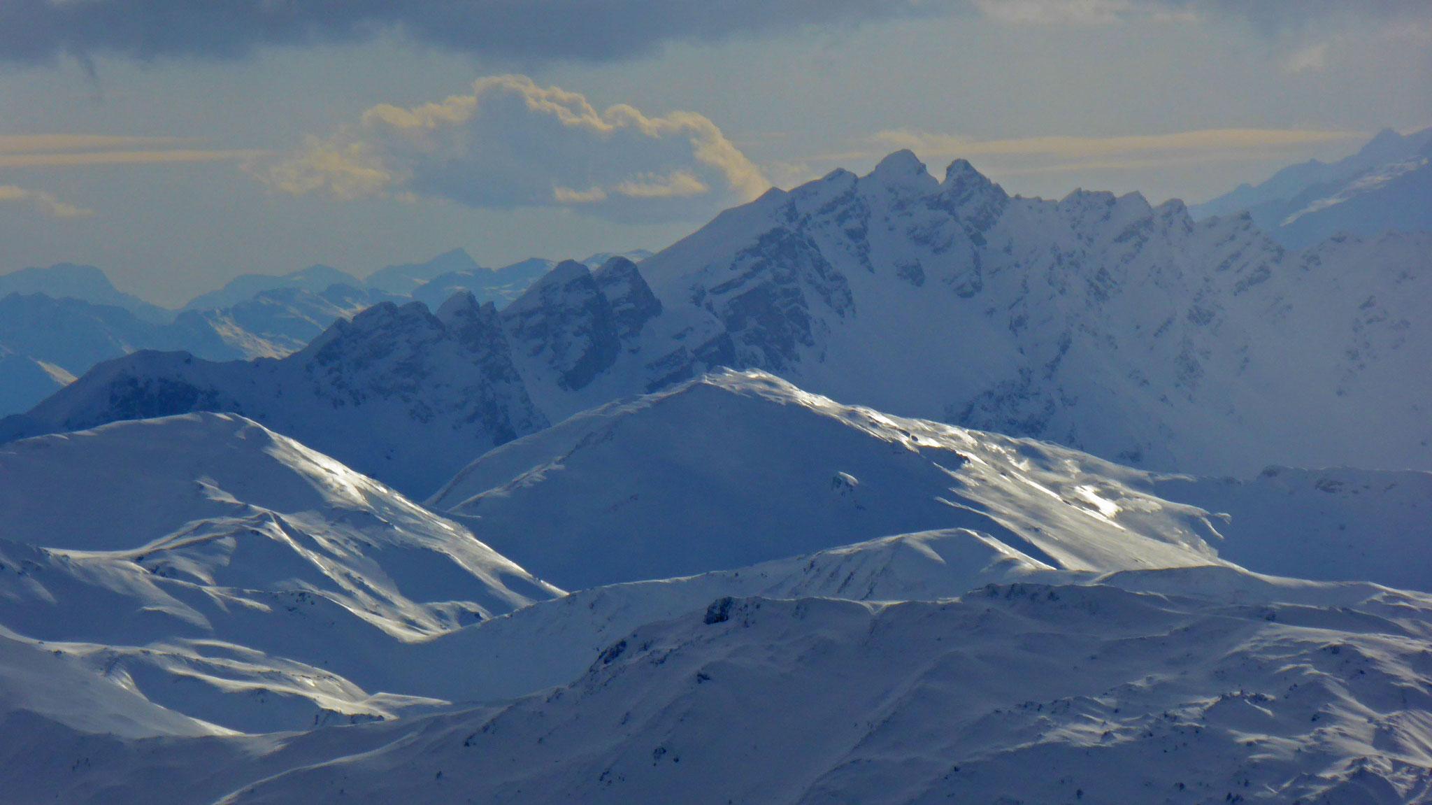 Grubenkopf vor Telfer Weißen, links hinten Monte Adamello