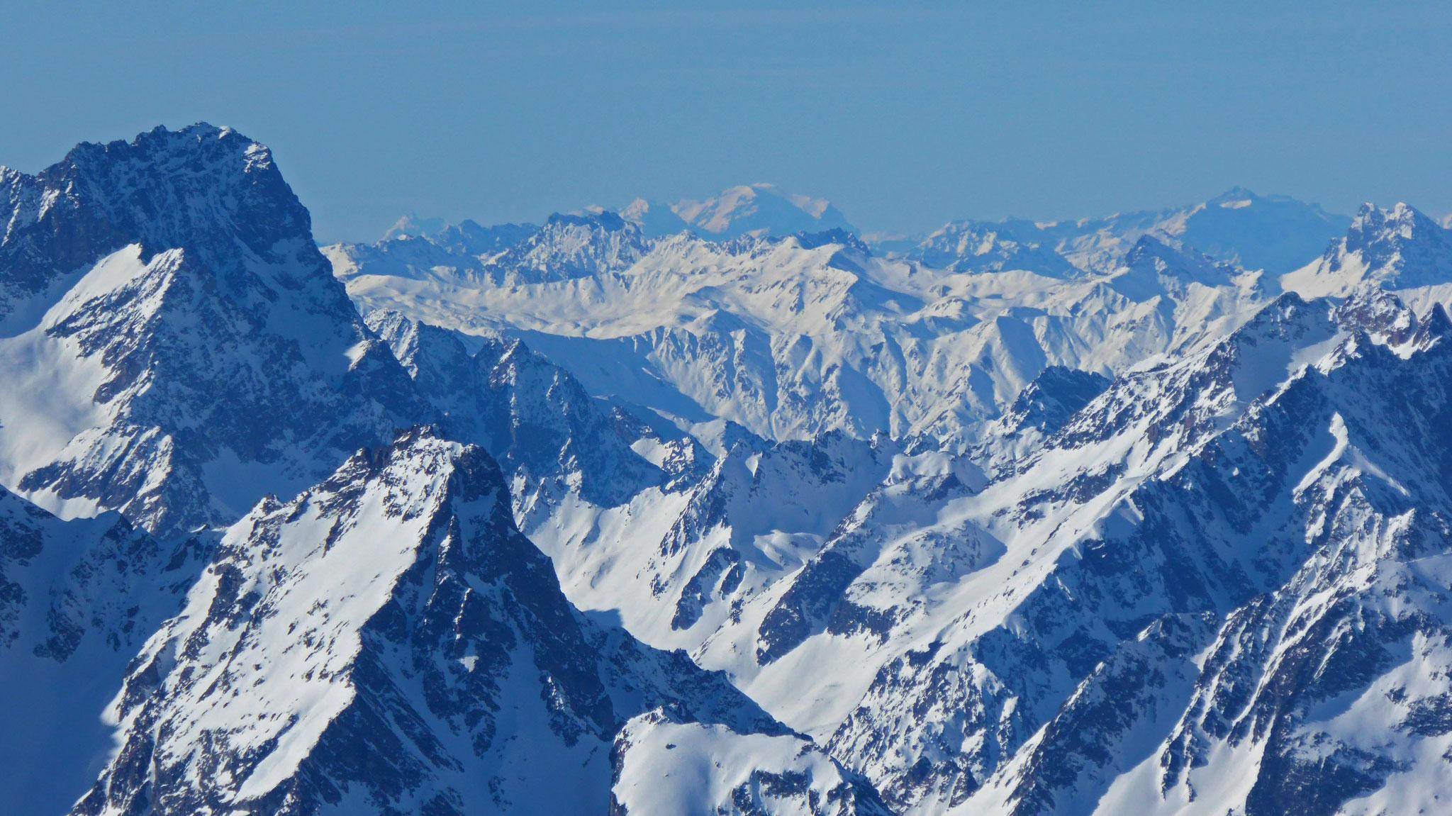 Weit hinein in die Schweiz
