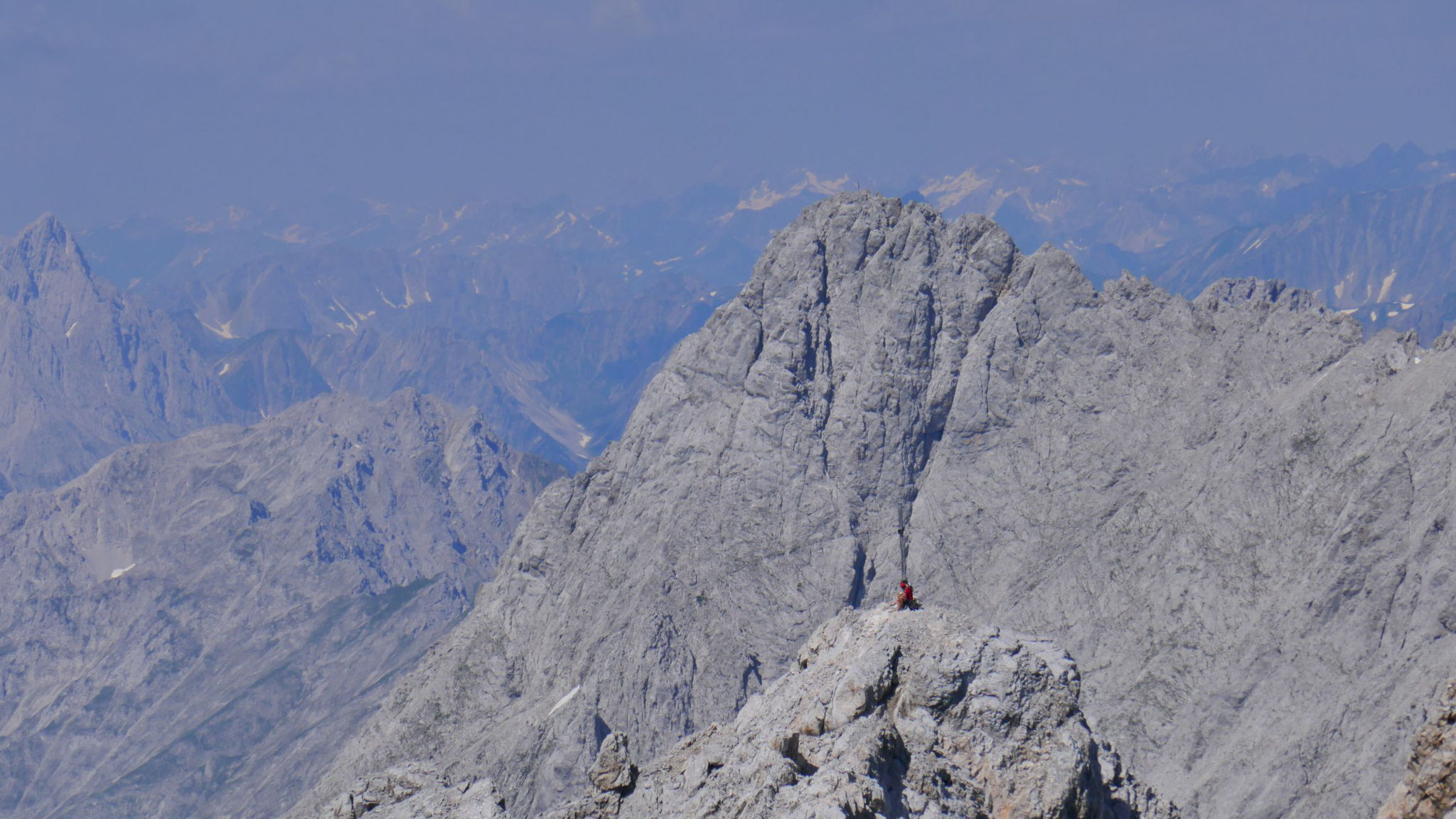 Bergsteiger am Westgipfel, dahinter die Westl. Griesspitze