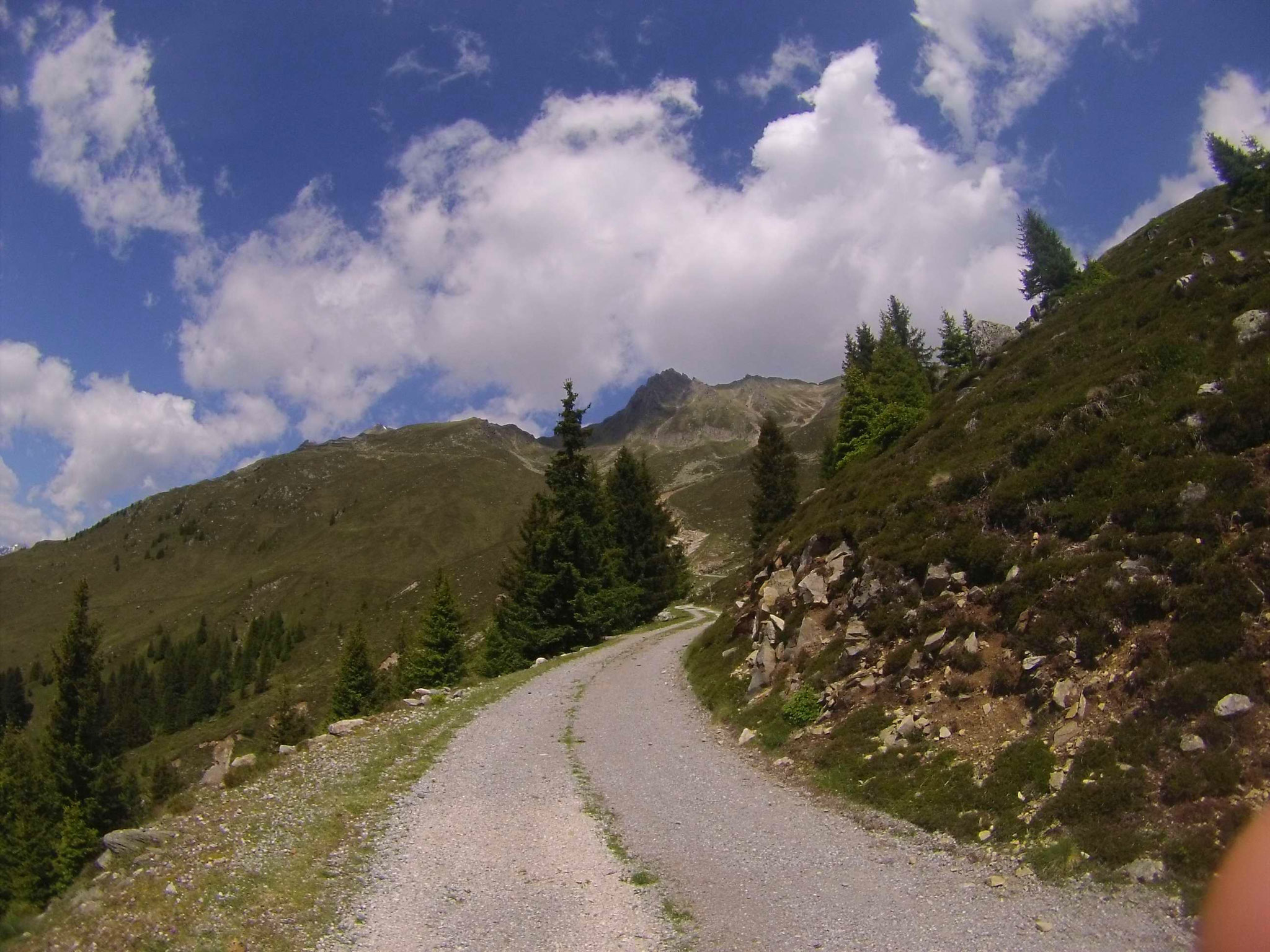 Nach dem Alblstal geht es flach dahin, ehe der steile Teil der Tour folgt...