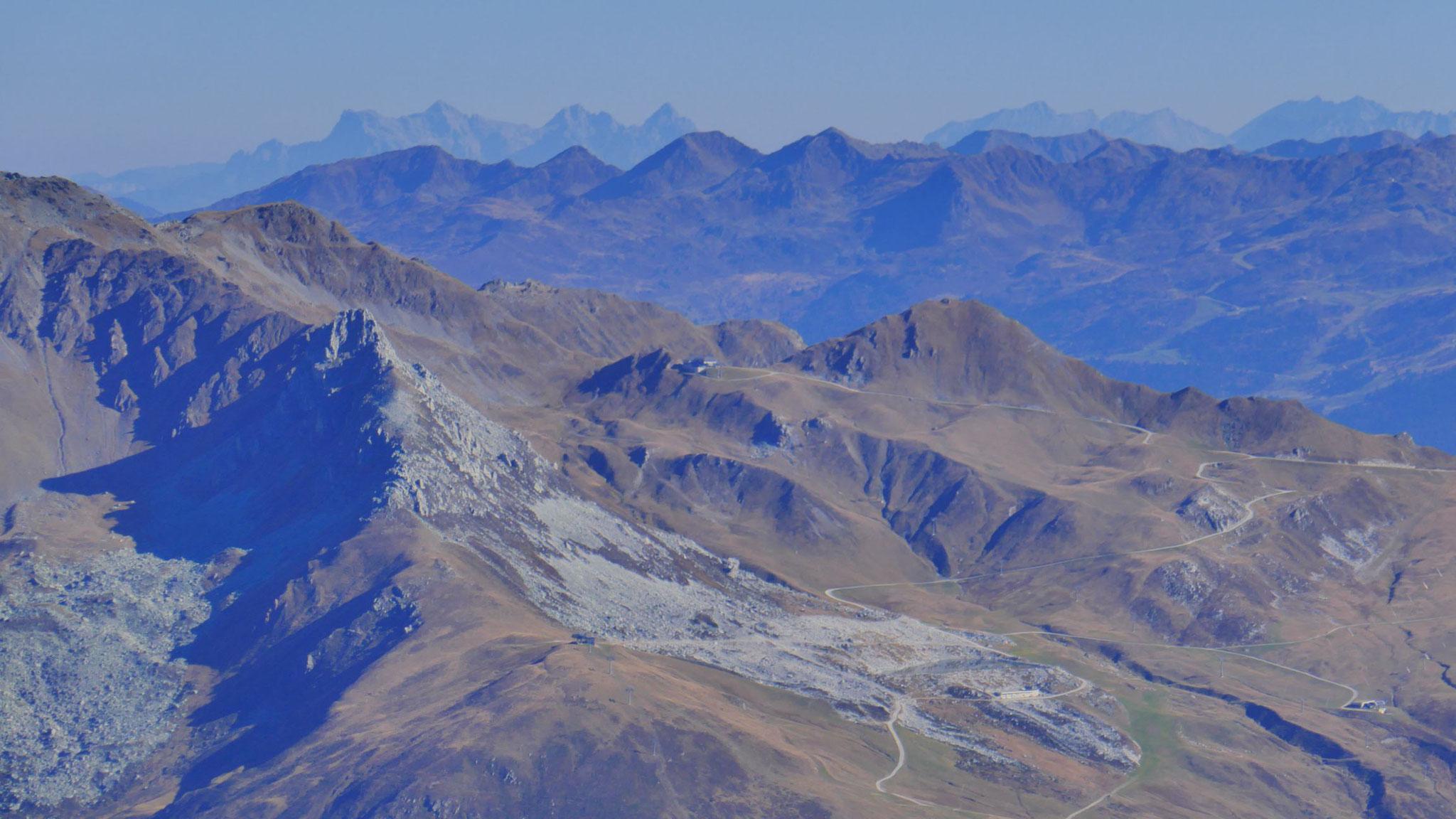 Graue Spitze nahe dem Skigebiet Mayrhofen, am Horizont Loferer Steinberge und Watzmann