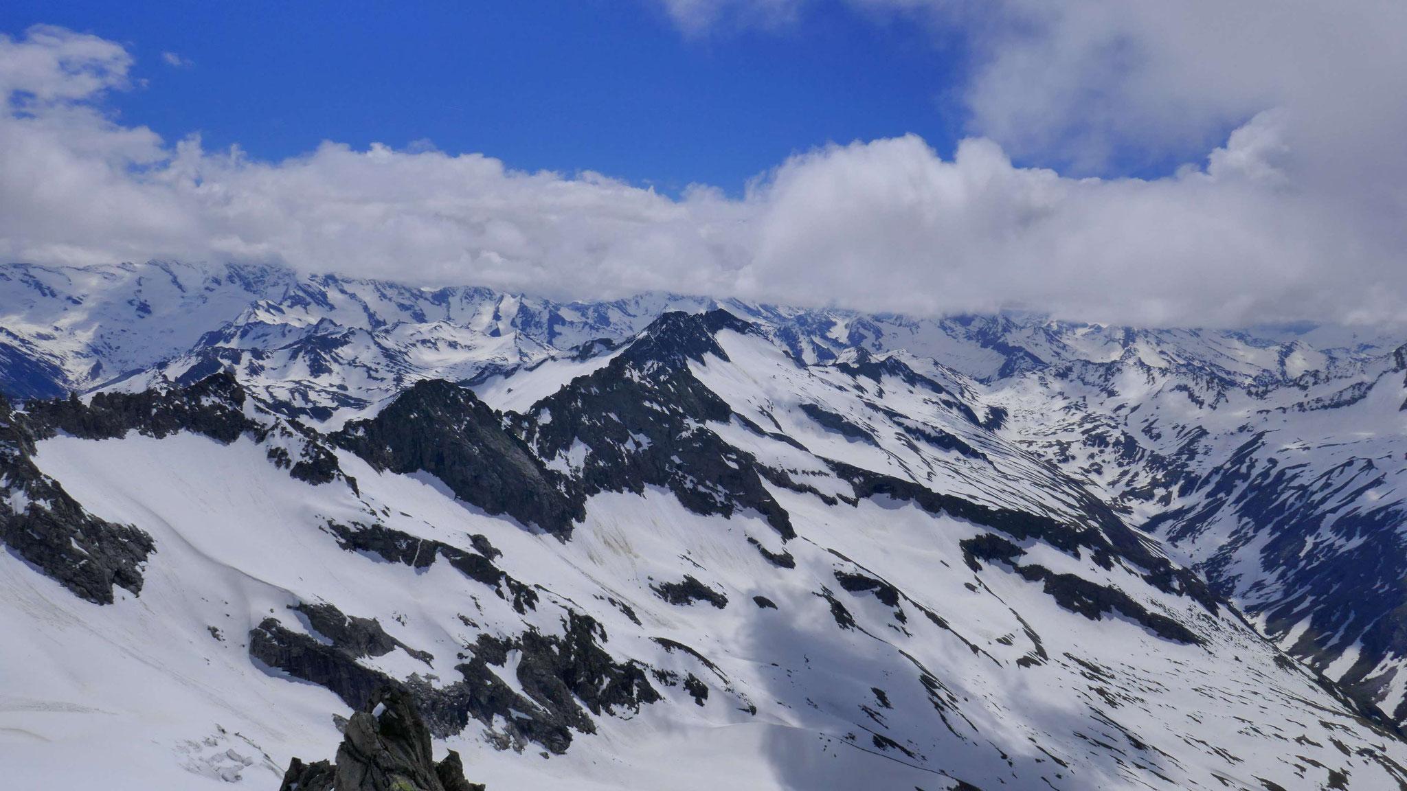 Nach Süden zu Rainbach- und Zillerplattenspitze