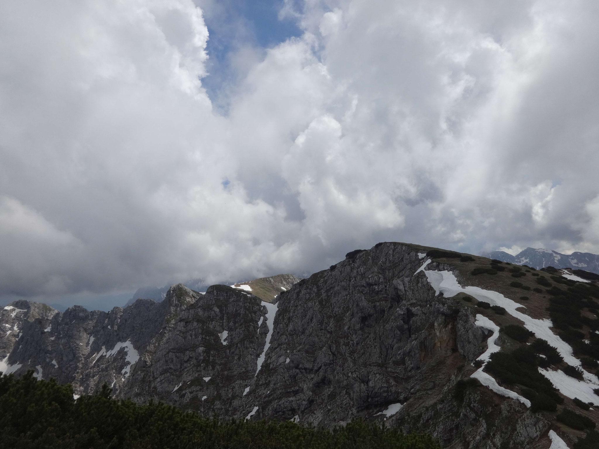 Dann geht es in wenigen Minuten rüber zum höchsten Punkt des Gebirges, der Vorderen Kesselschneid...