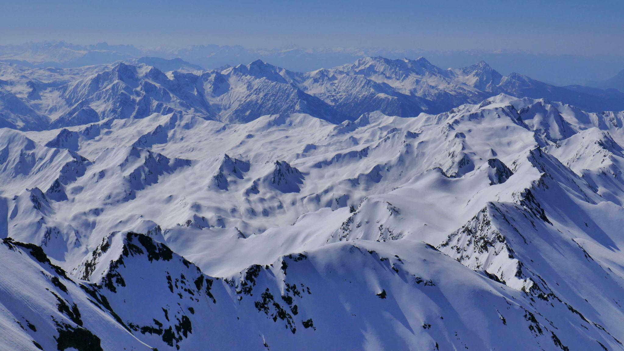 Sarntaler Alpen, davor rechts Hohe Kreuzspitze