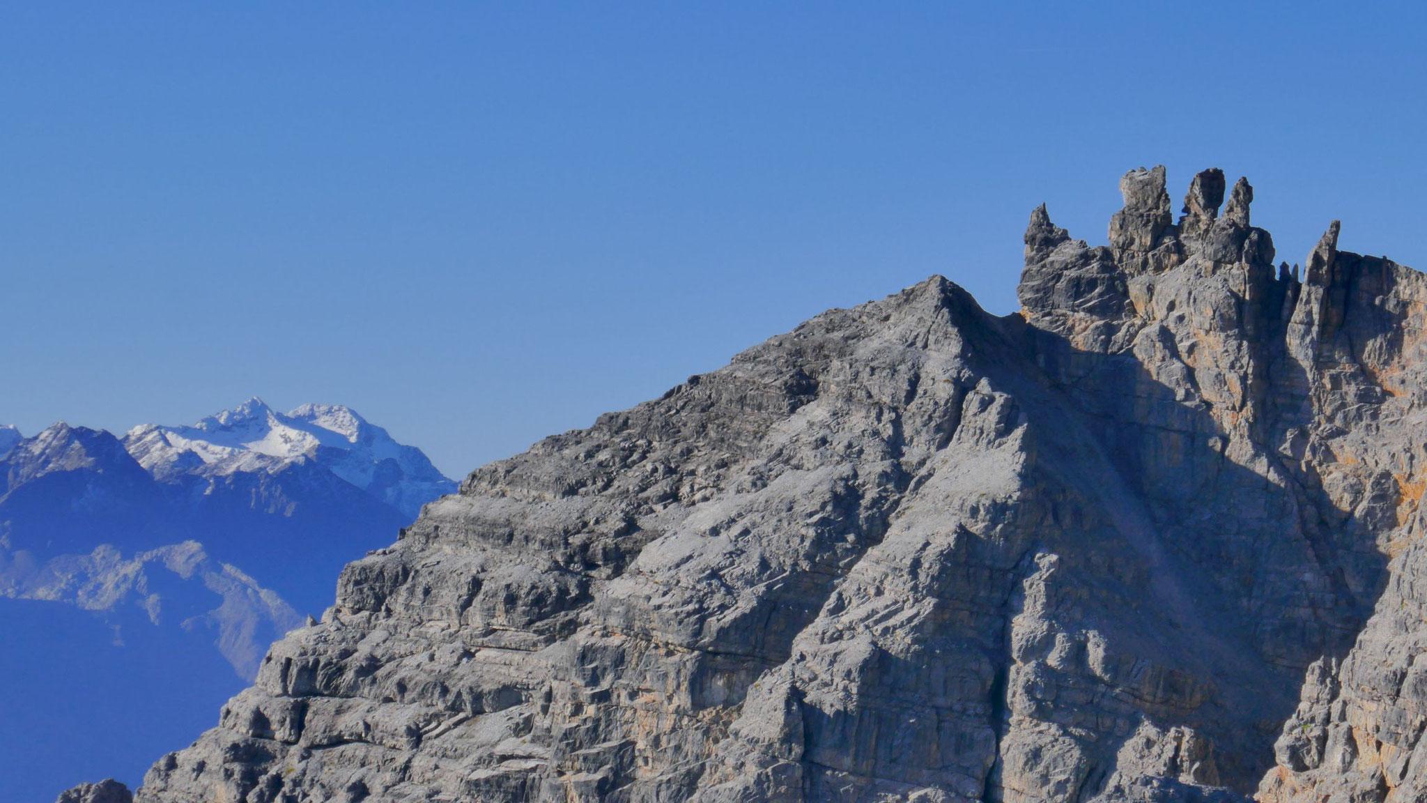 Schlicker Mandln, links die schneebedeckten Feuersteine