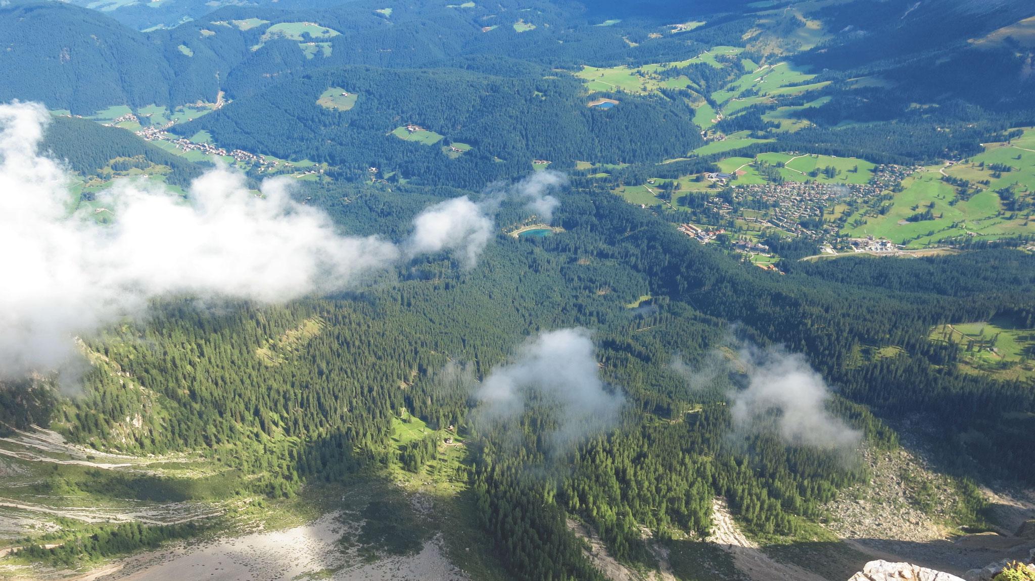 Tiefblick über die Steilwände, der Sturm 2018 hat hier mittlerweile riesige Flächen verwüst