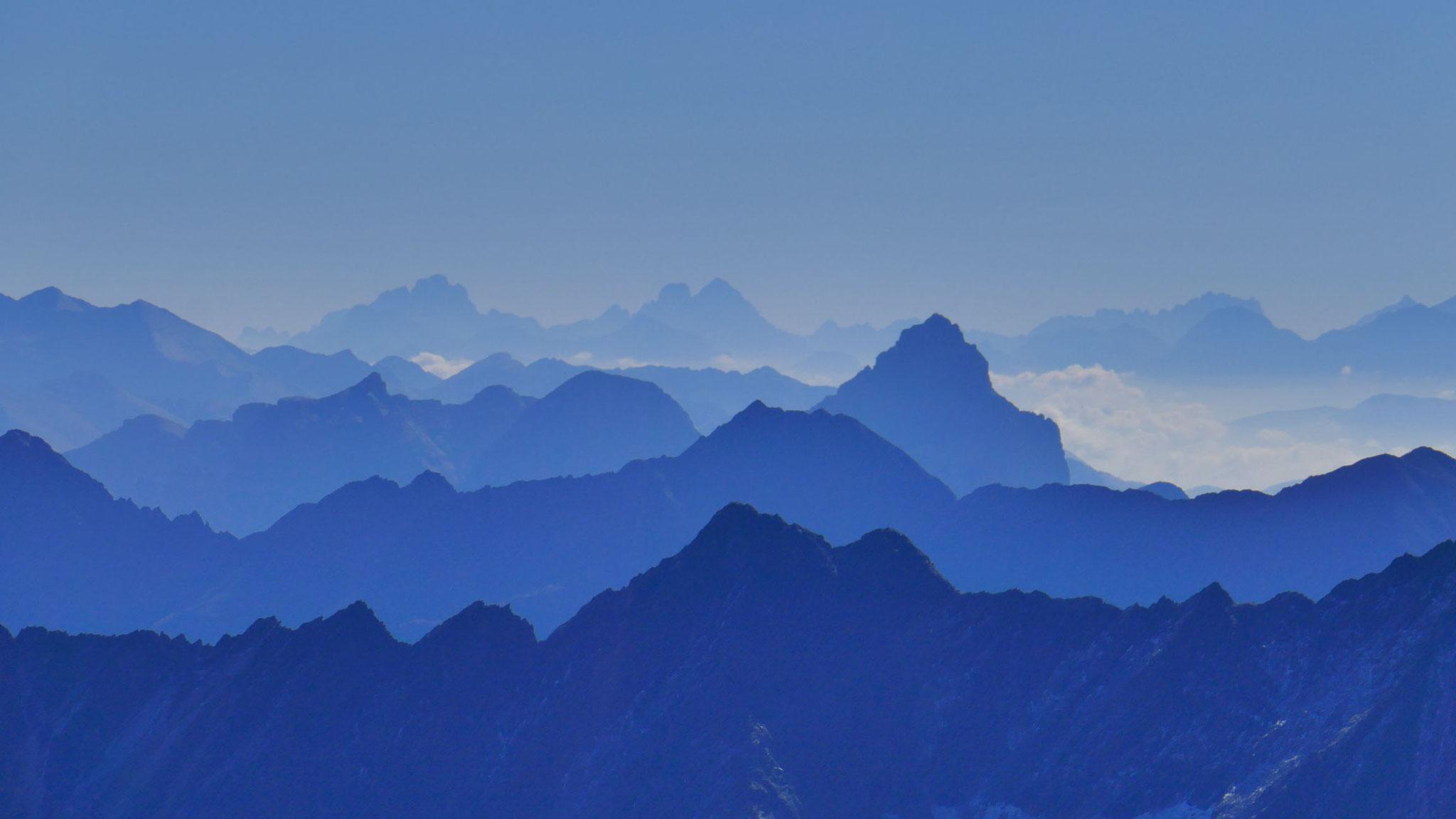 Pflerscher Tribulaun, dahinter Dolomiten