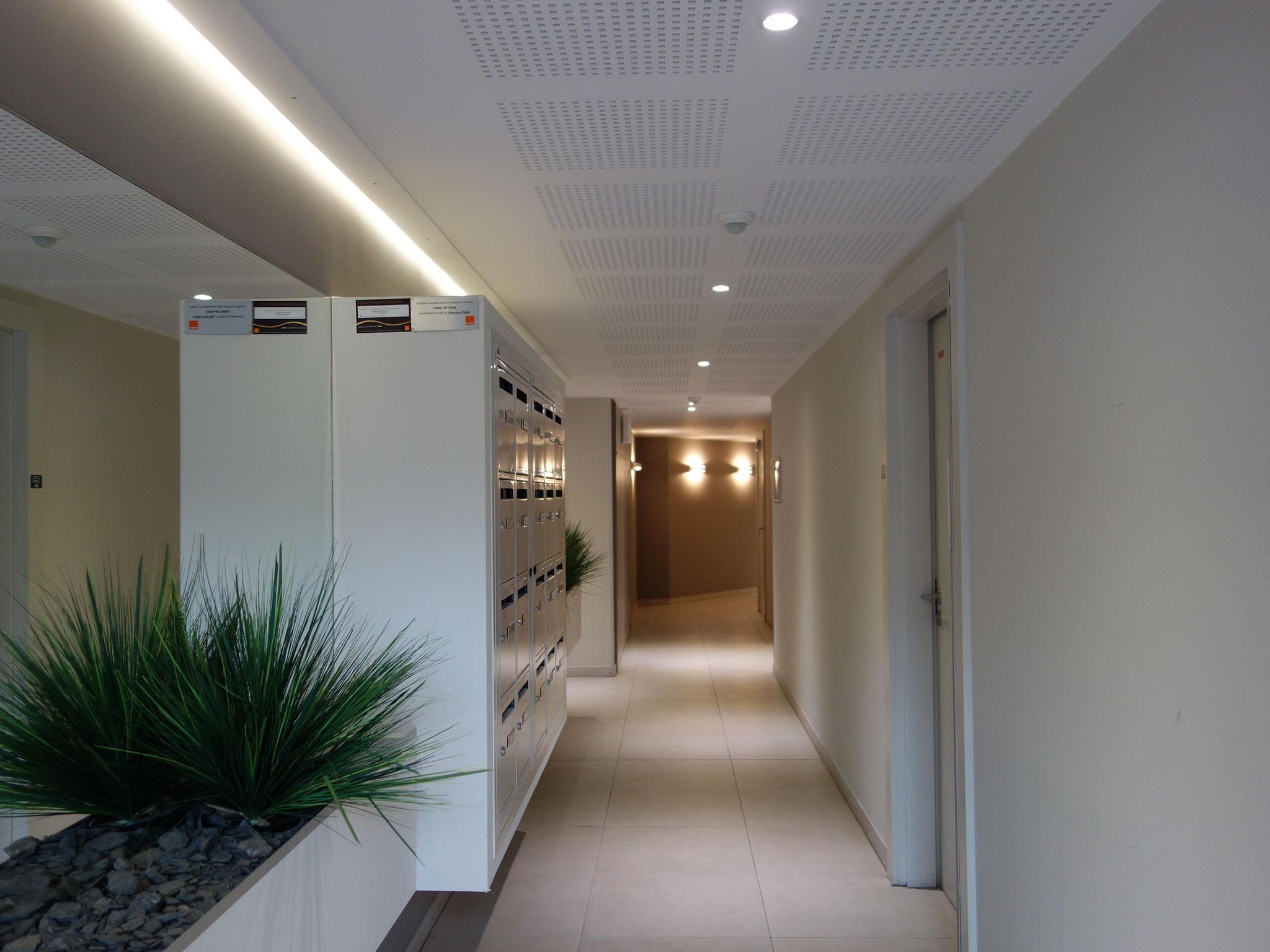 """Hall d'entrée """"Le 1985"""" de HECTARE à Castelnau le Lez"""