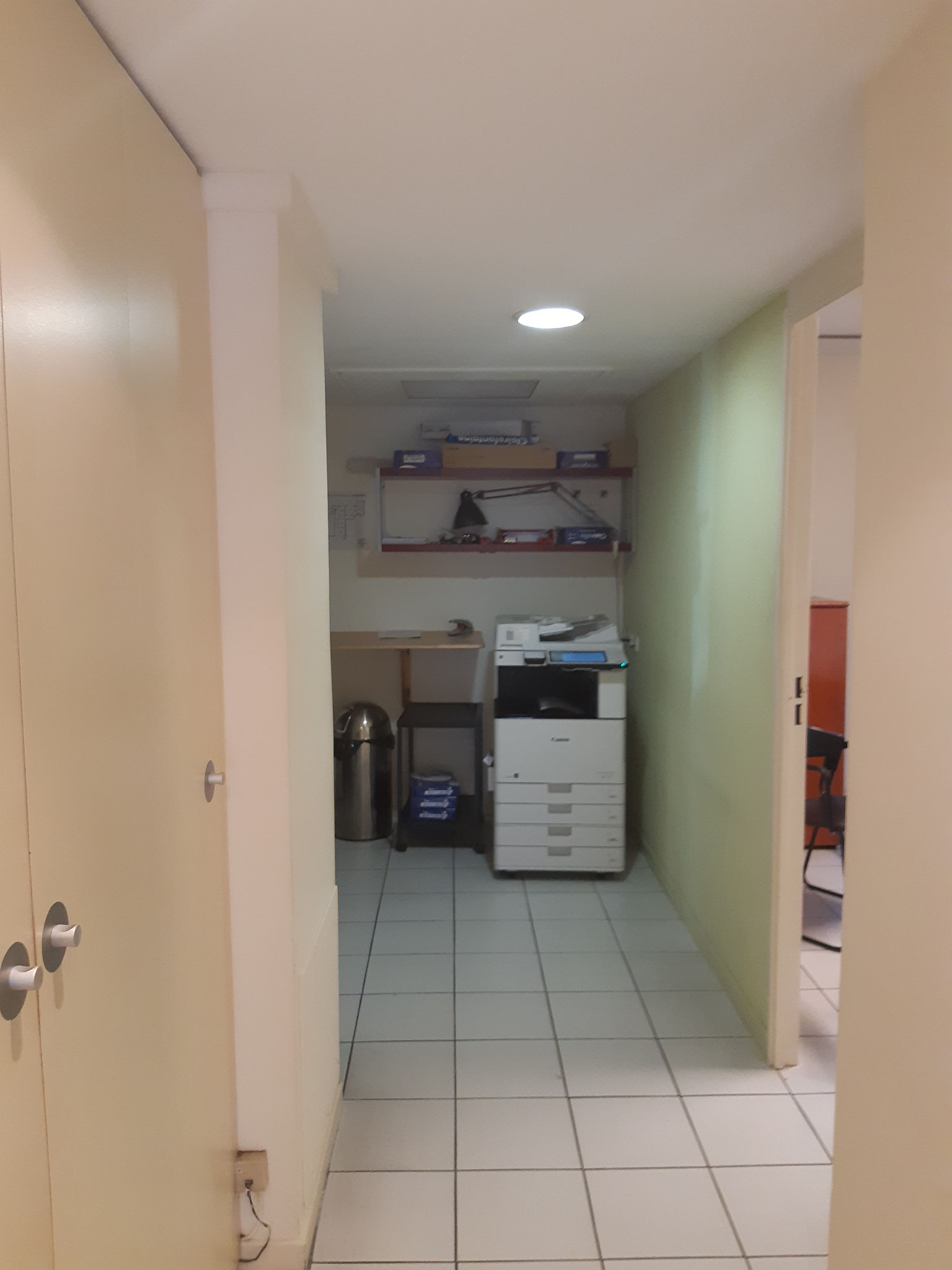 Couloir bureaux avant