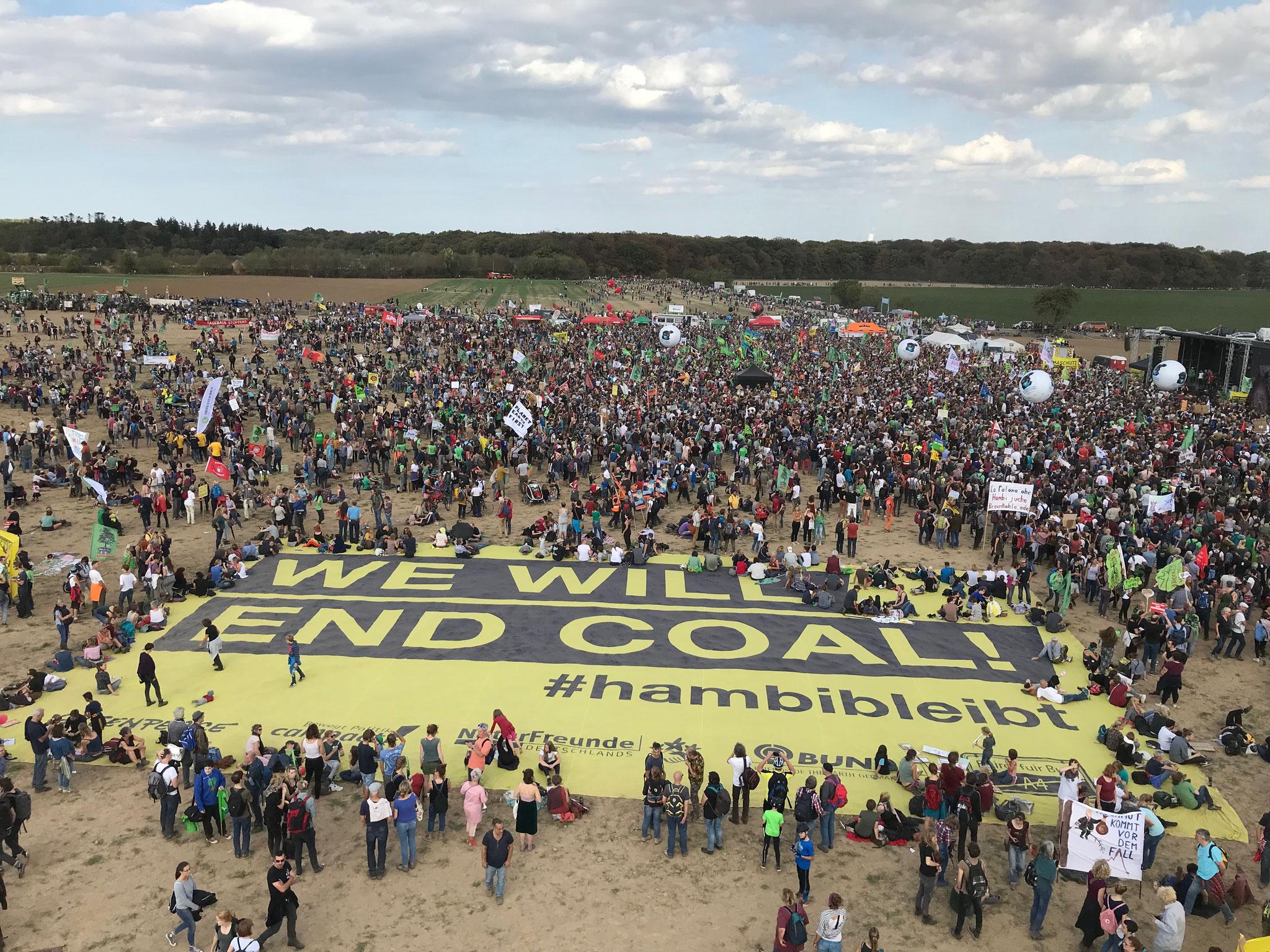Großdemostration am Hambacher Forst - Das Foto habe ich von einem Kran aus gemacht.