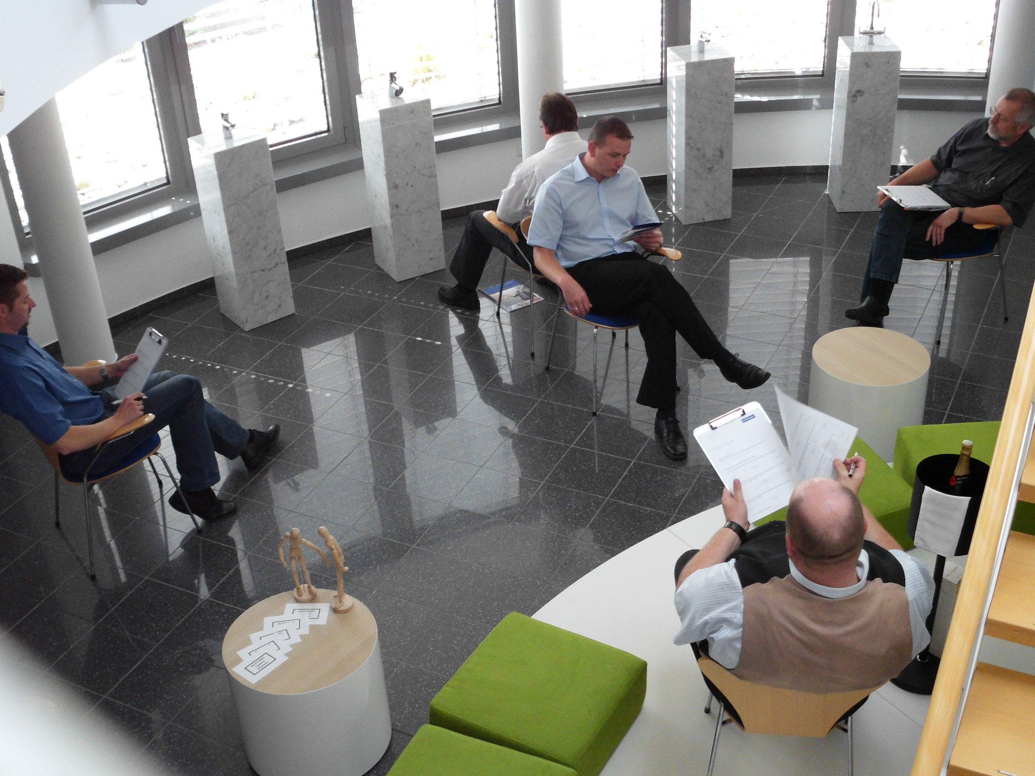 Tangram-Kommunikation als Führungsaufgabe mit Beobachtern und Supervisor
