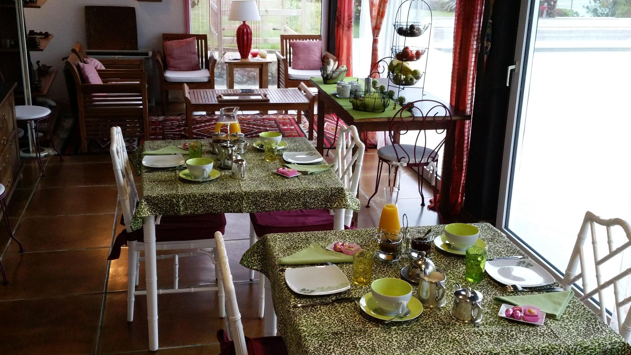 domaine de Millox, petits déjeuners dans la véranda