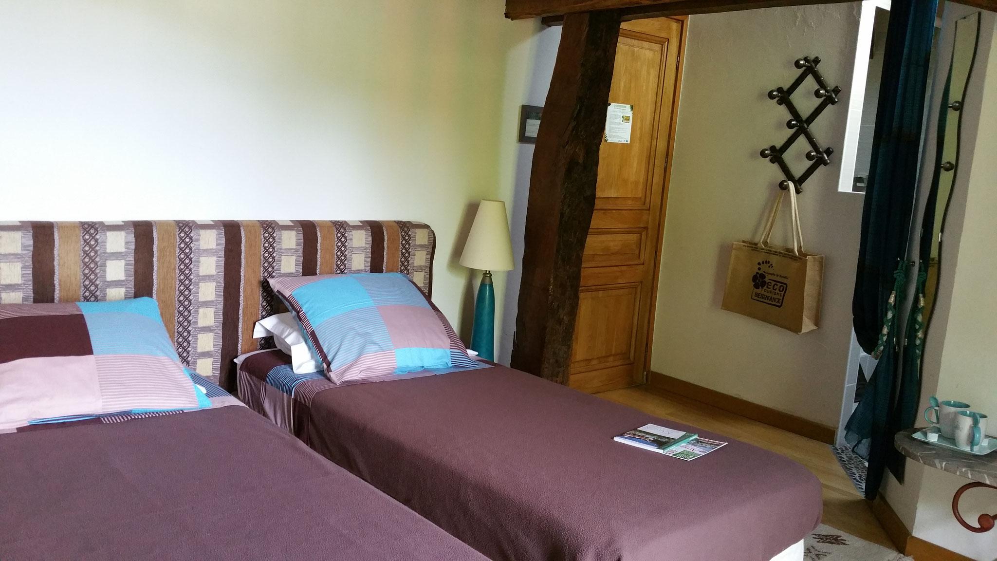 chambre Moutouchi aménagée avec 2 lits jumeaux