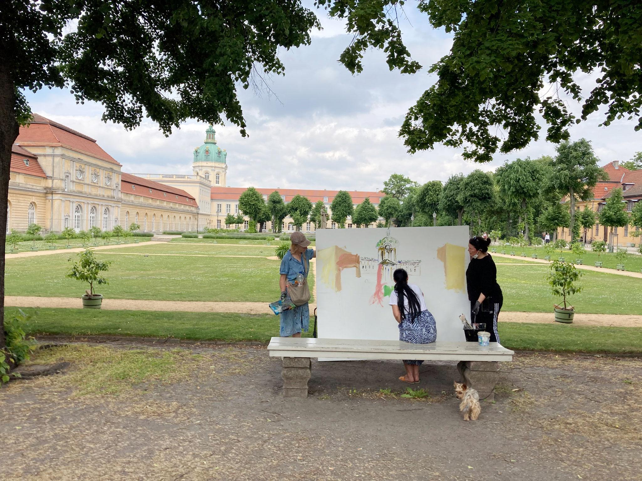 Walk am Di. 15. Juni, 10-18 Uhr: Gedächtniskirche - Ernst-Reuter-Platz  (2km) 10-13 Uhr; Schloss Charlottenburg - Schlosspark- Eisenbahnbrücke (1,9 km) von 14-18 Uhr