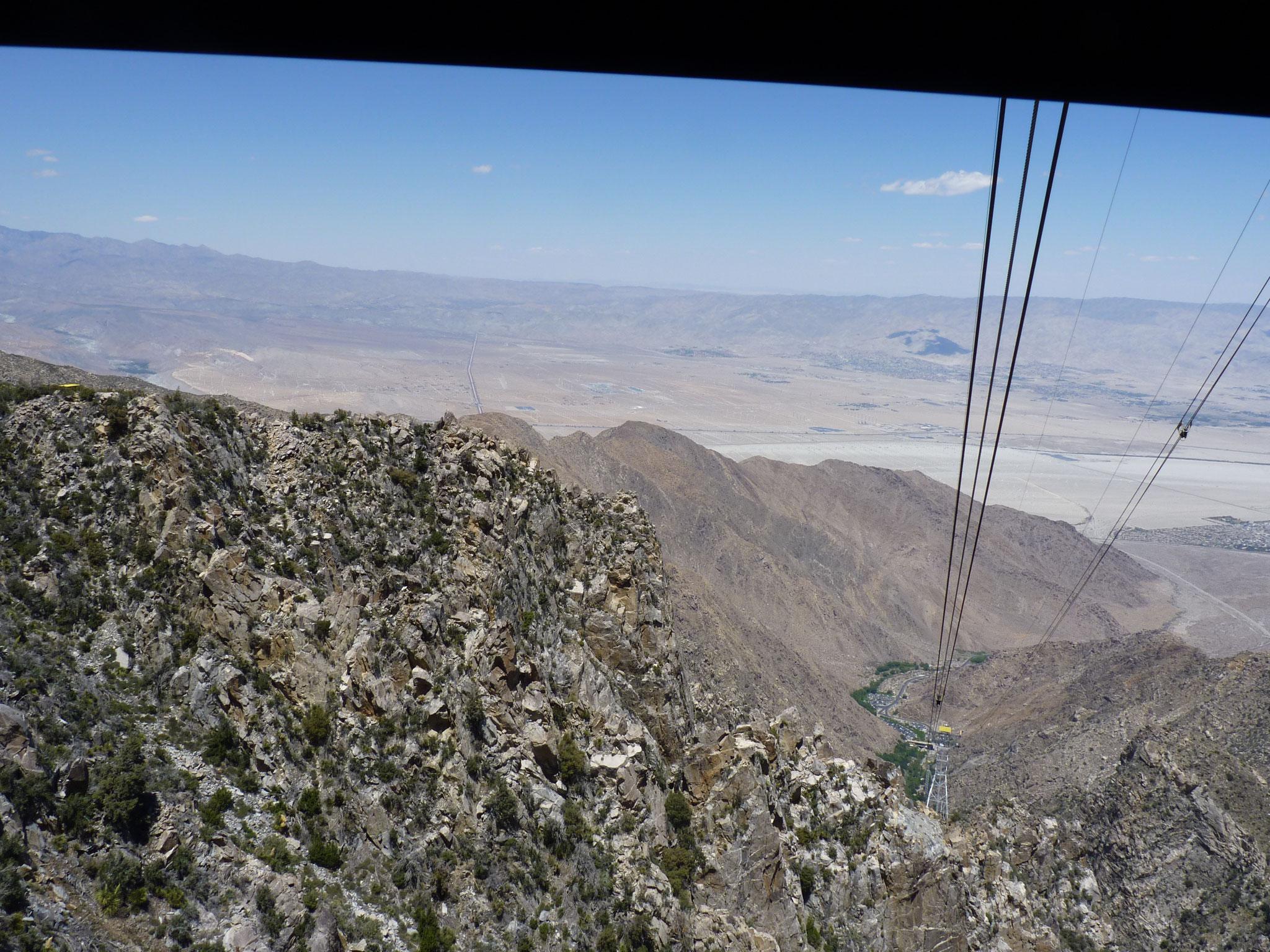 Vue de l'Aerial Tramway sur la faille de San Andrea