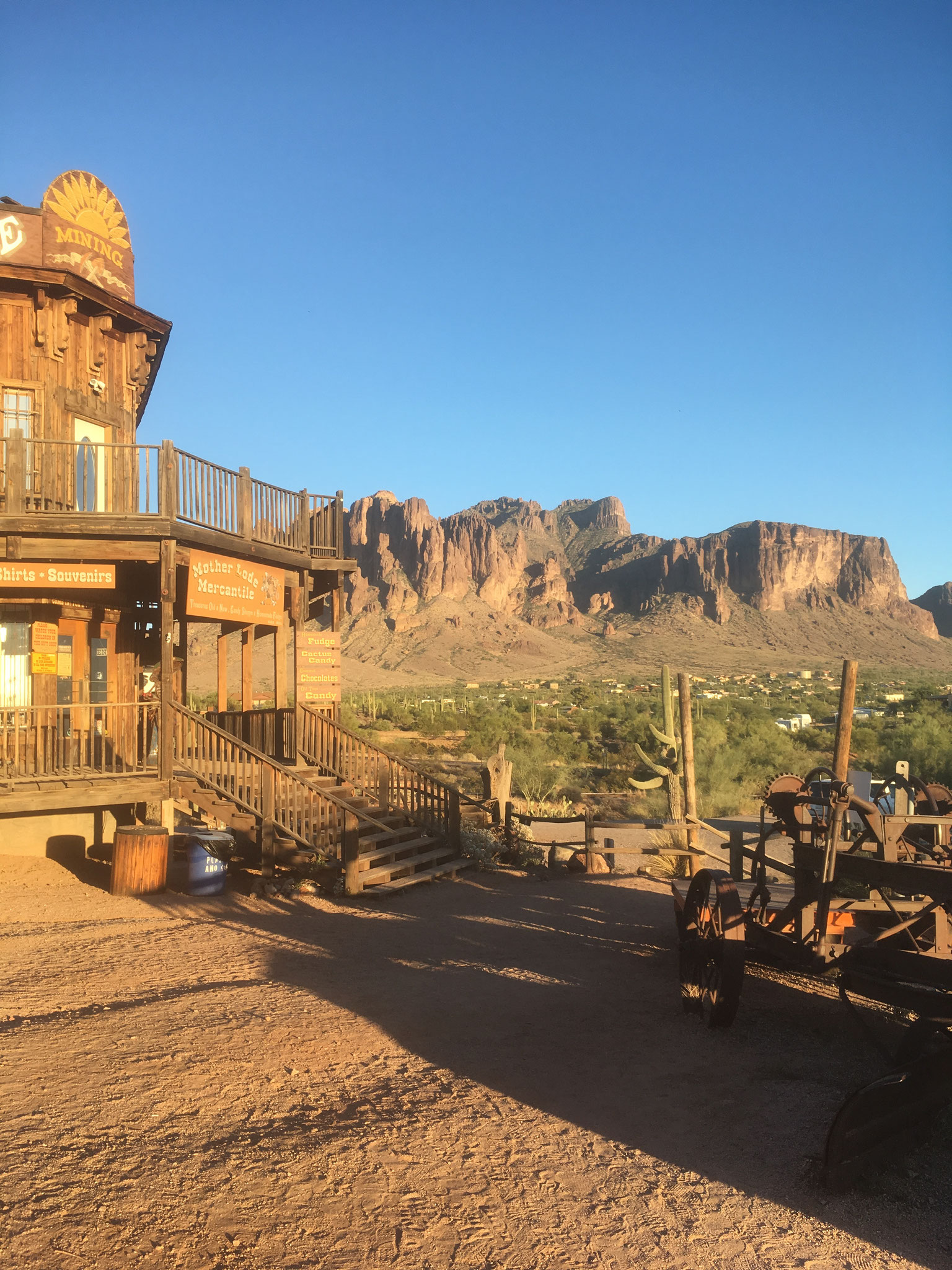 goldfield ghost town  (vue sur Superstition Mountains)