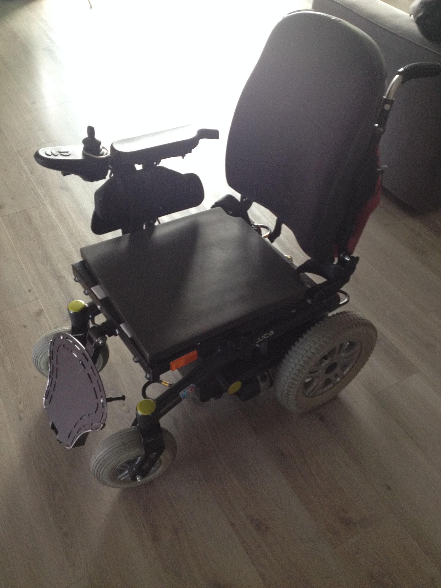 fauteuil avec repose-pieds inutiisables pour avancer
