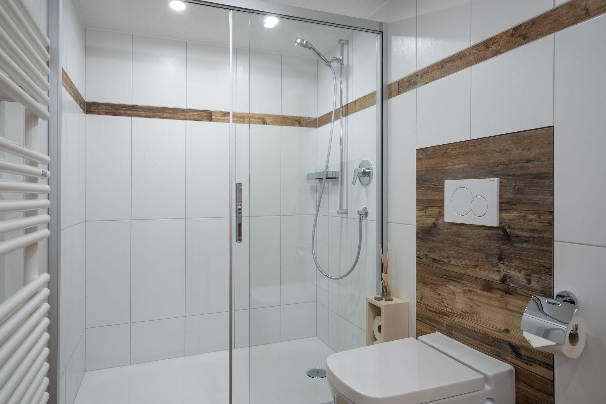 Badezimmer mit Dusche - neu Februar 2019