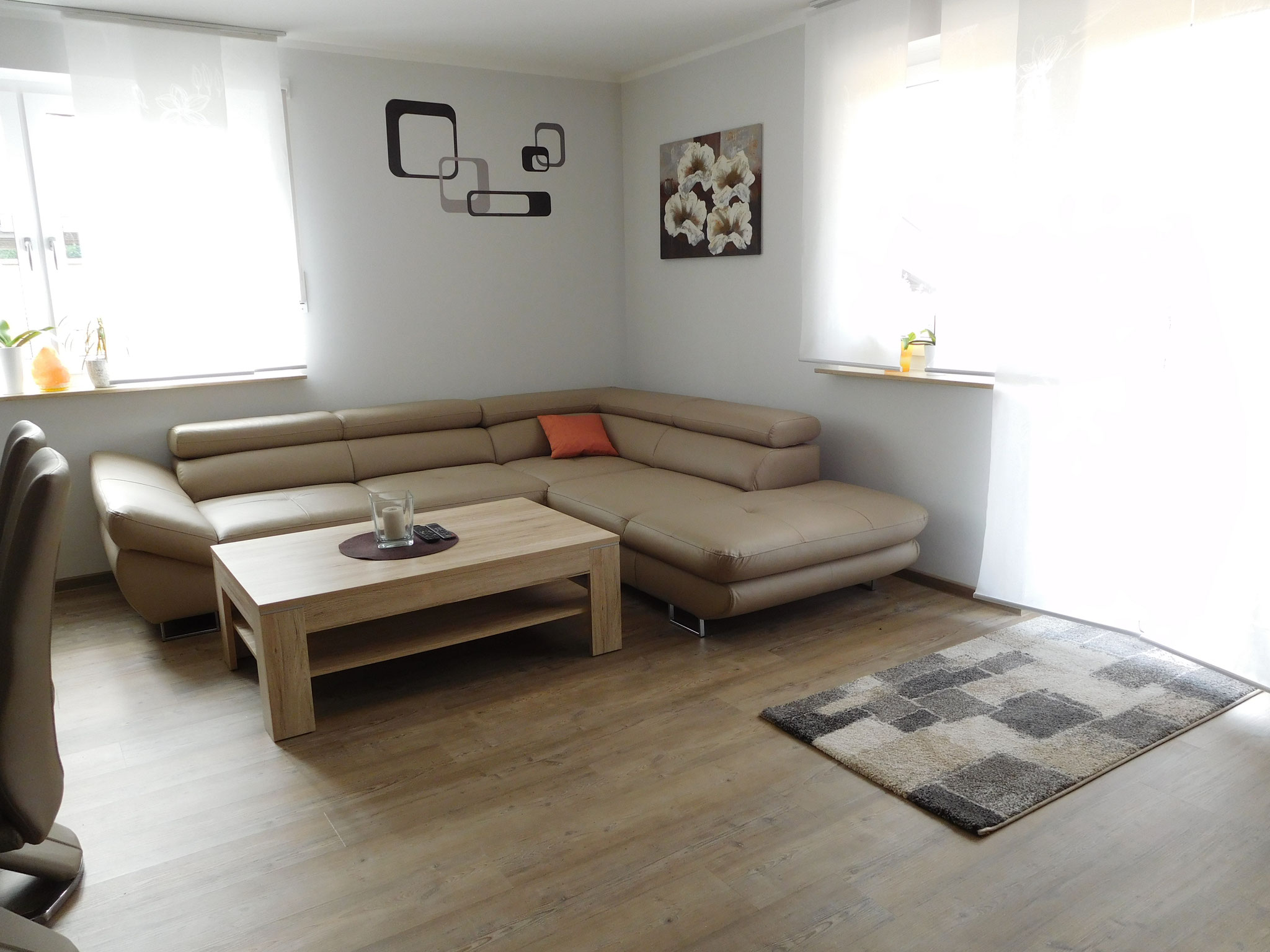 Helles und modernes Wohnzimmer