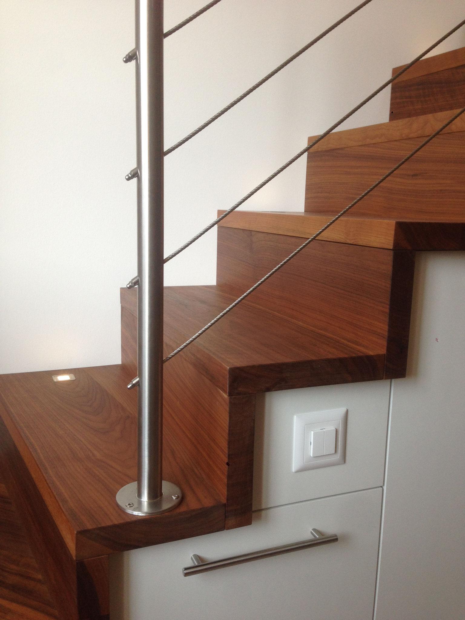 Treppe mit Einbaunische