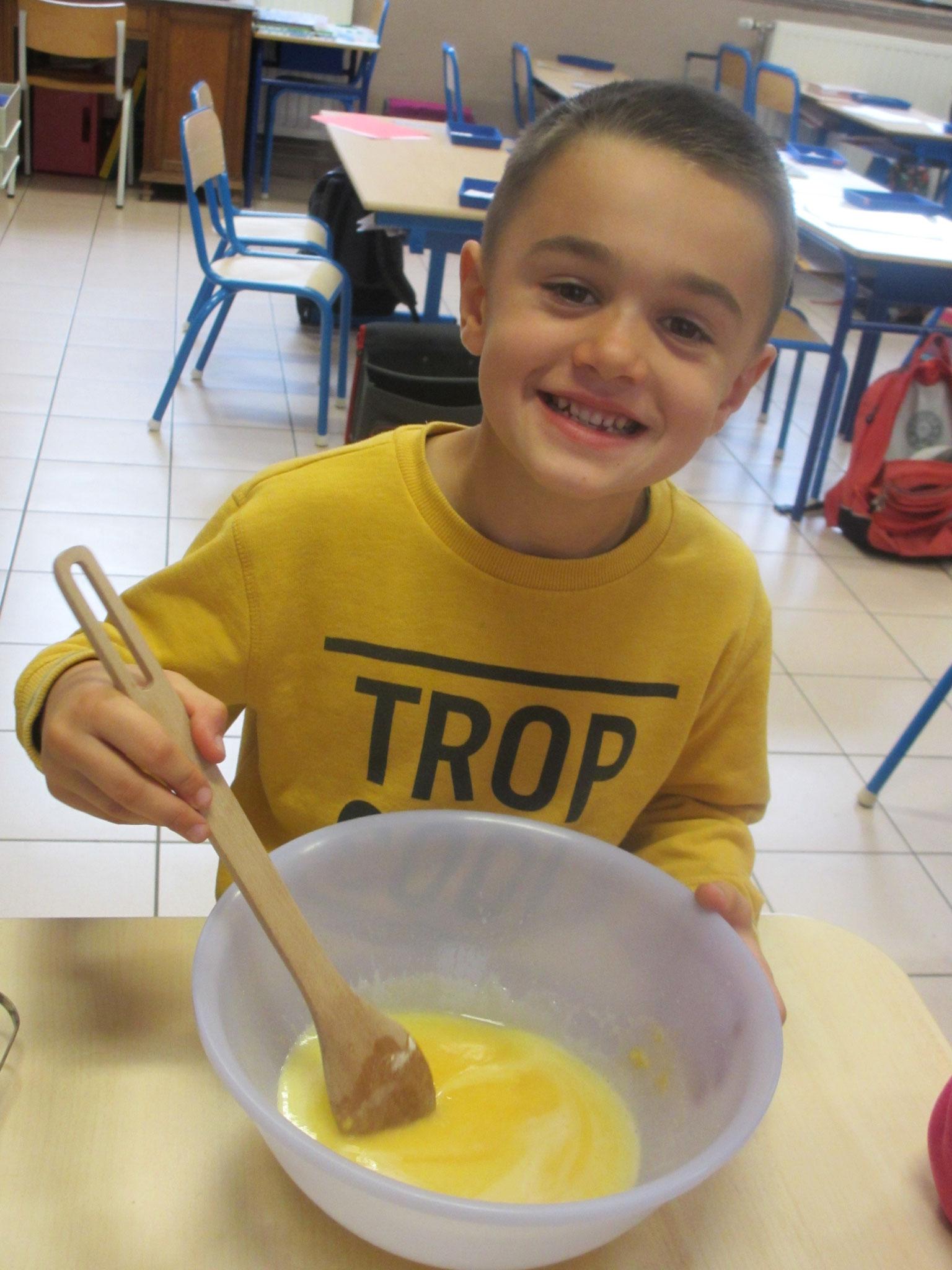 Timeo ajoute la graisse de chauve-souris refroidie dans le chaudron.