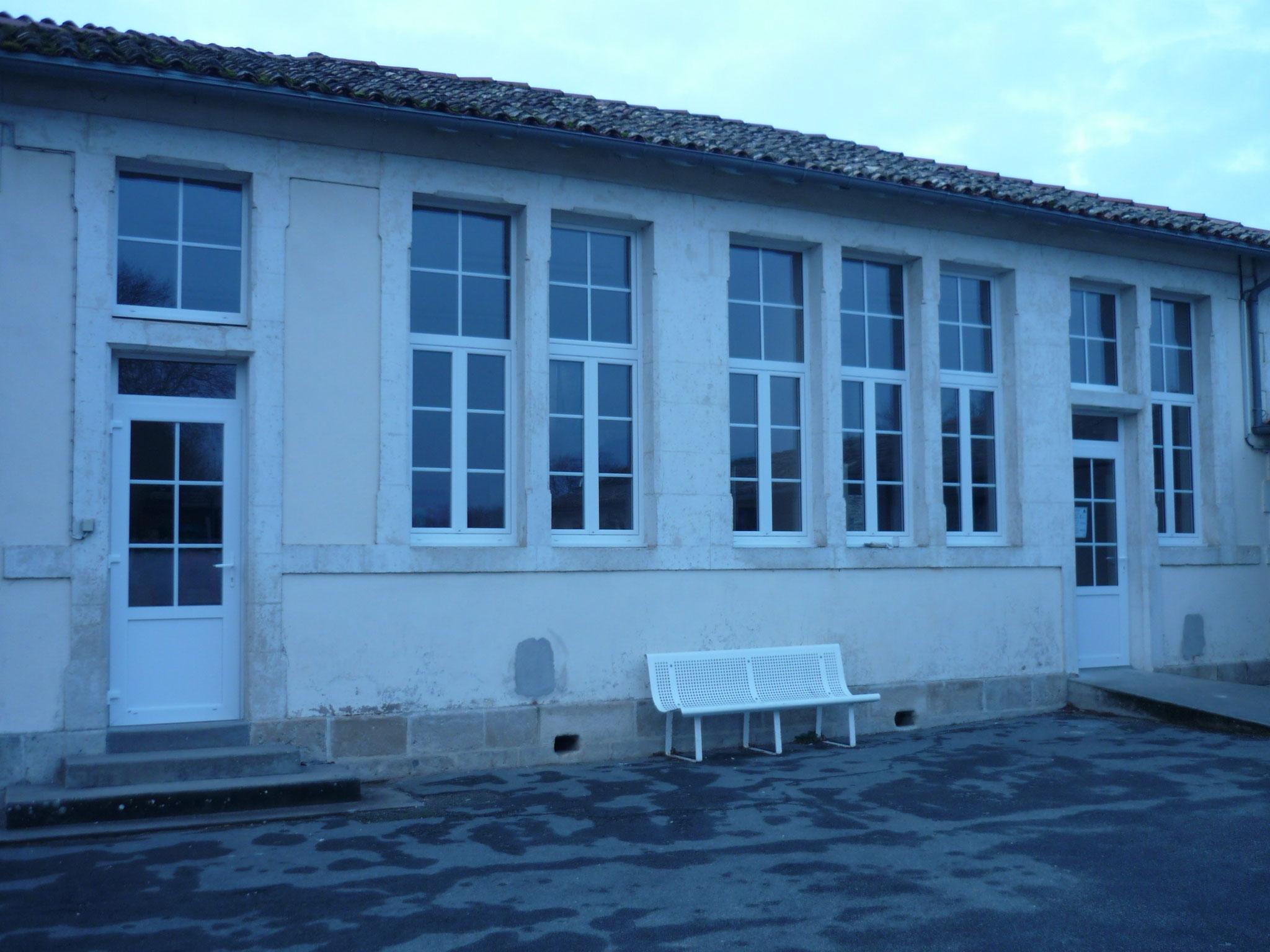 Portes et fenêtres école
