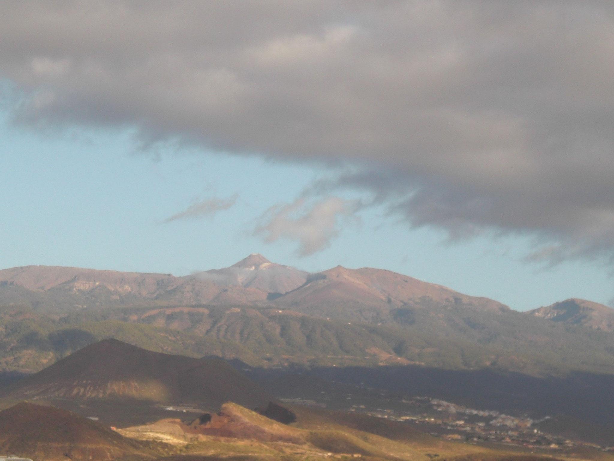 von der ganzen Insel aus sieht man den Teide, den höchsten Berg Spaniens (zeitweise schneebedeckt)