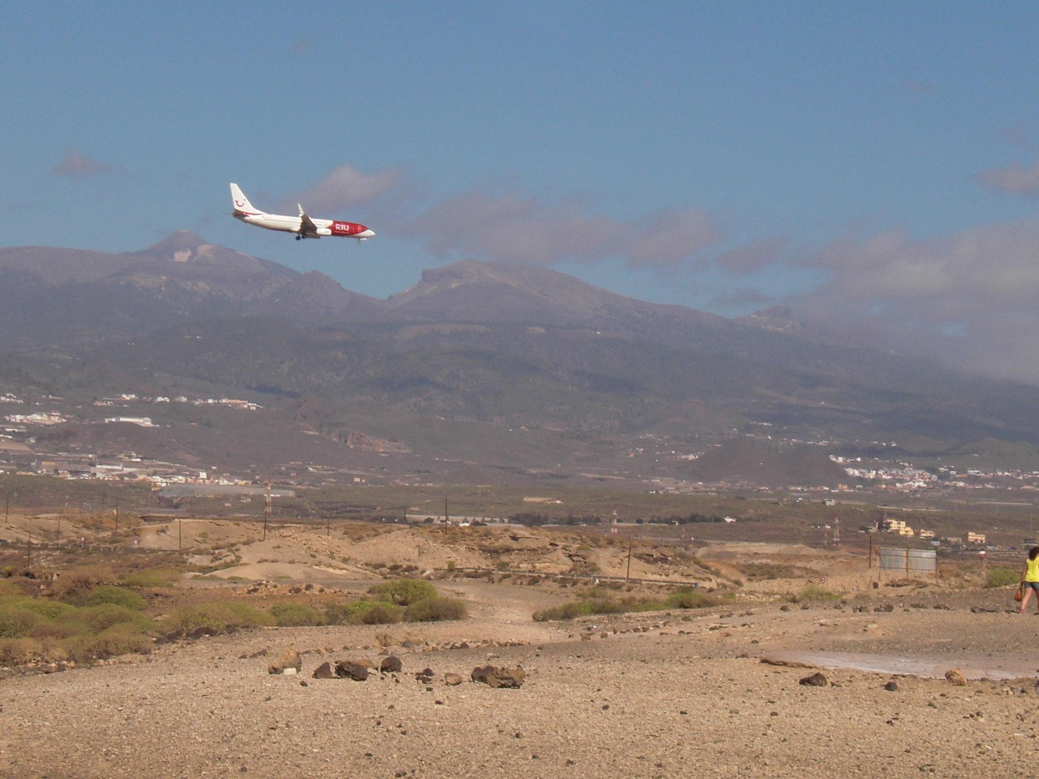 der Flughafen Teneriffa Süd (Tenerife Sur) ist 8 km von Los Abrigos entfernt (Taxikosten ca. 14 €)