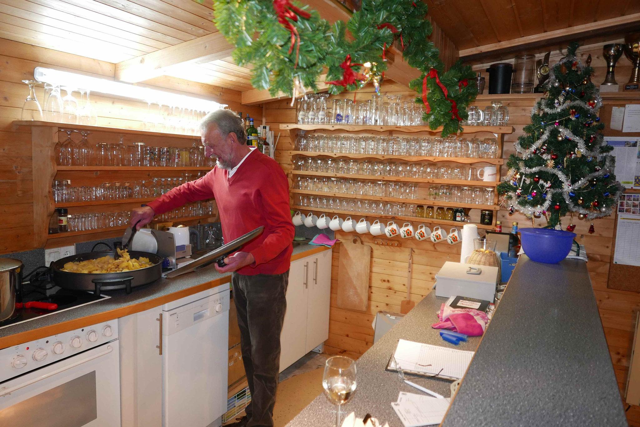 Der Küchenchef bei der Arbeit