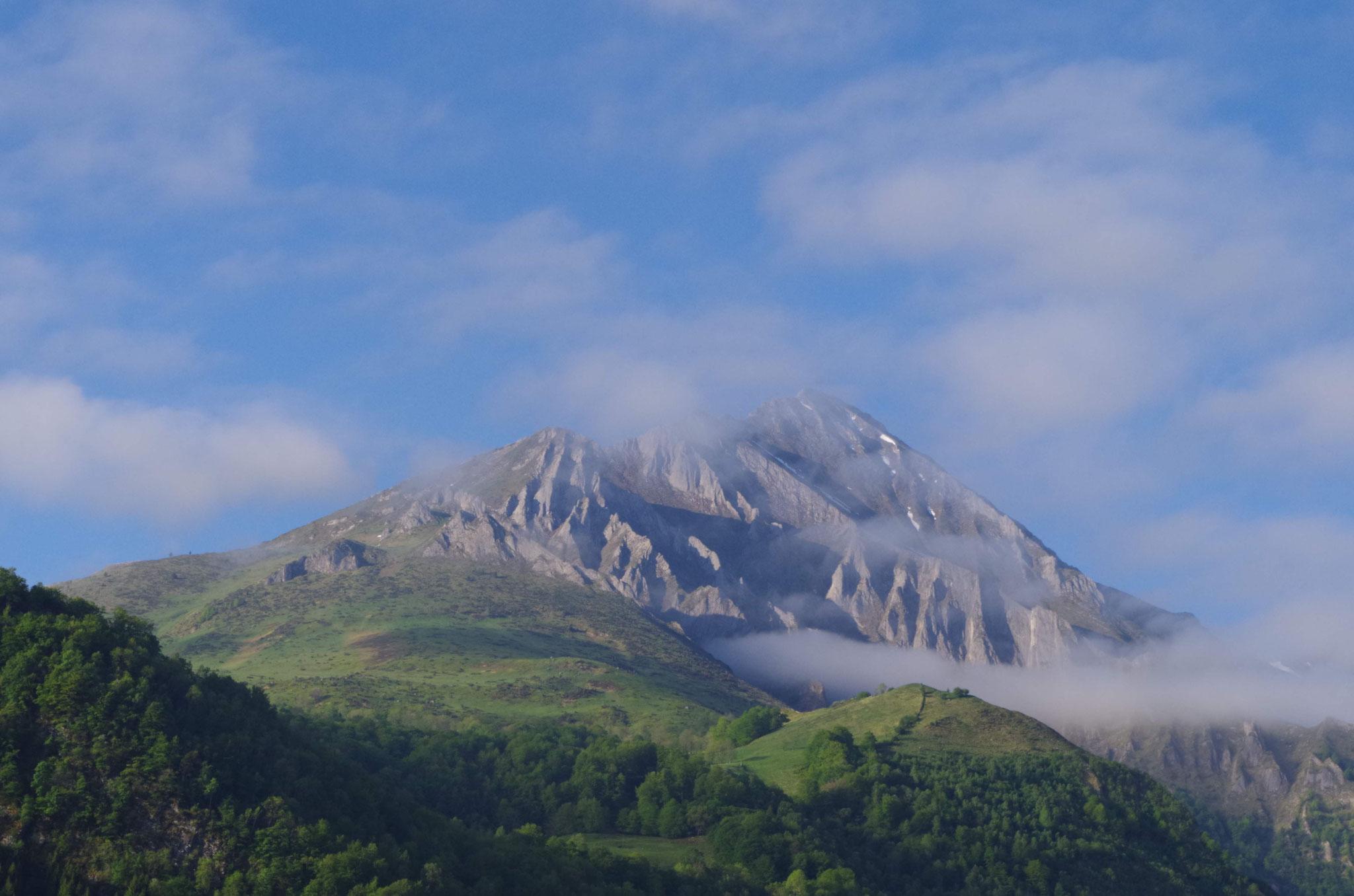 Vue sur le pic du midi d'Arrens au printemps- Maison Sempé - Val d'Azun