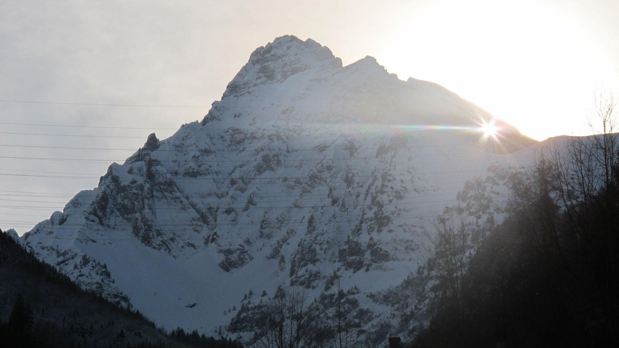Mühlehorn 02.02.2018 der grosse Halo zeigt eine Zirre an die genau mit der Sonne aufzog