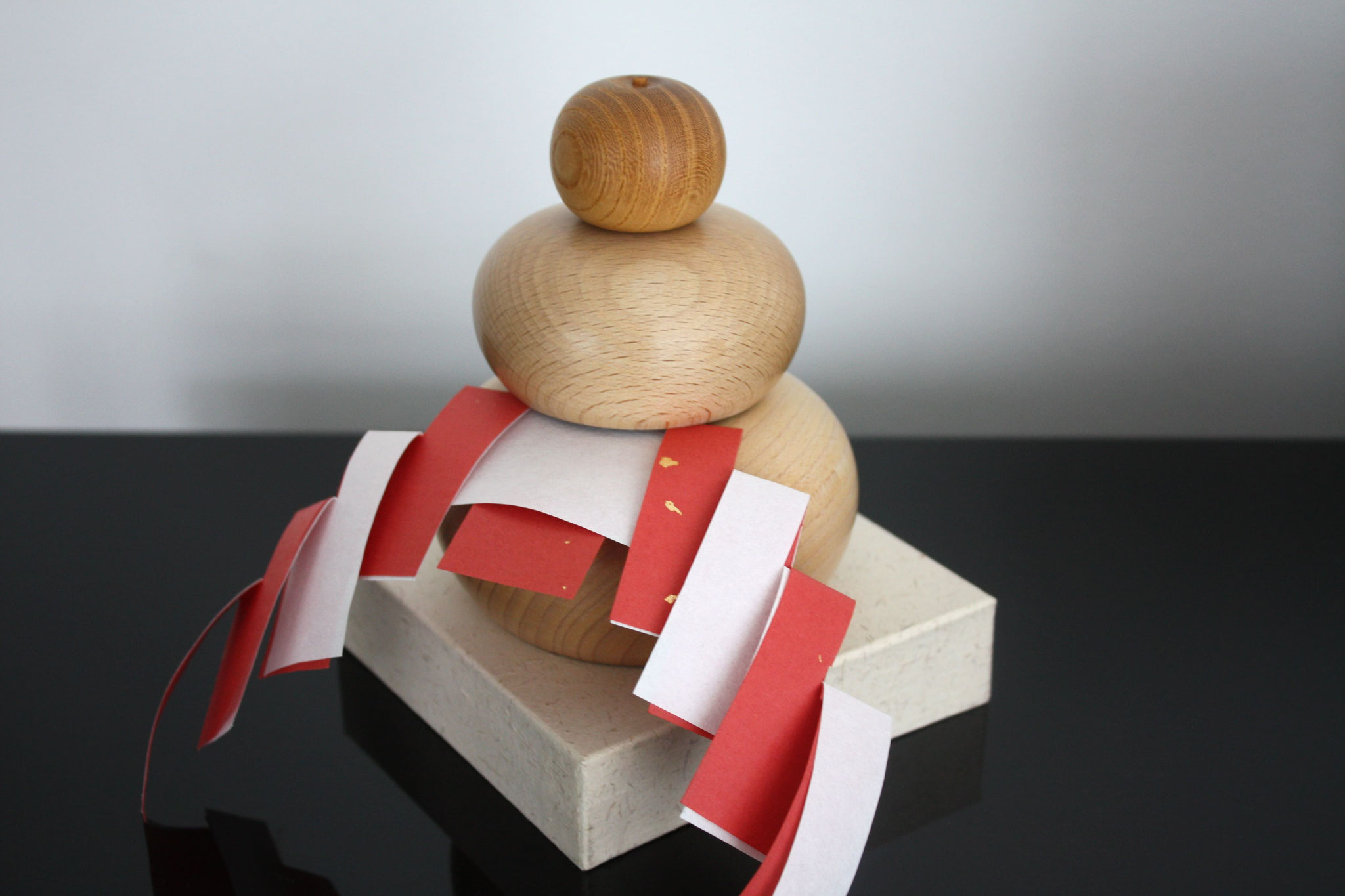 Kagami-mochi by a joiner