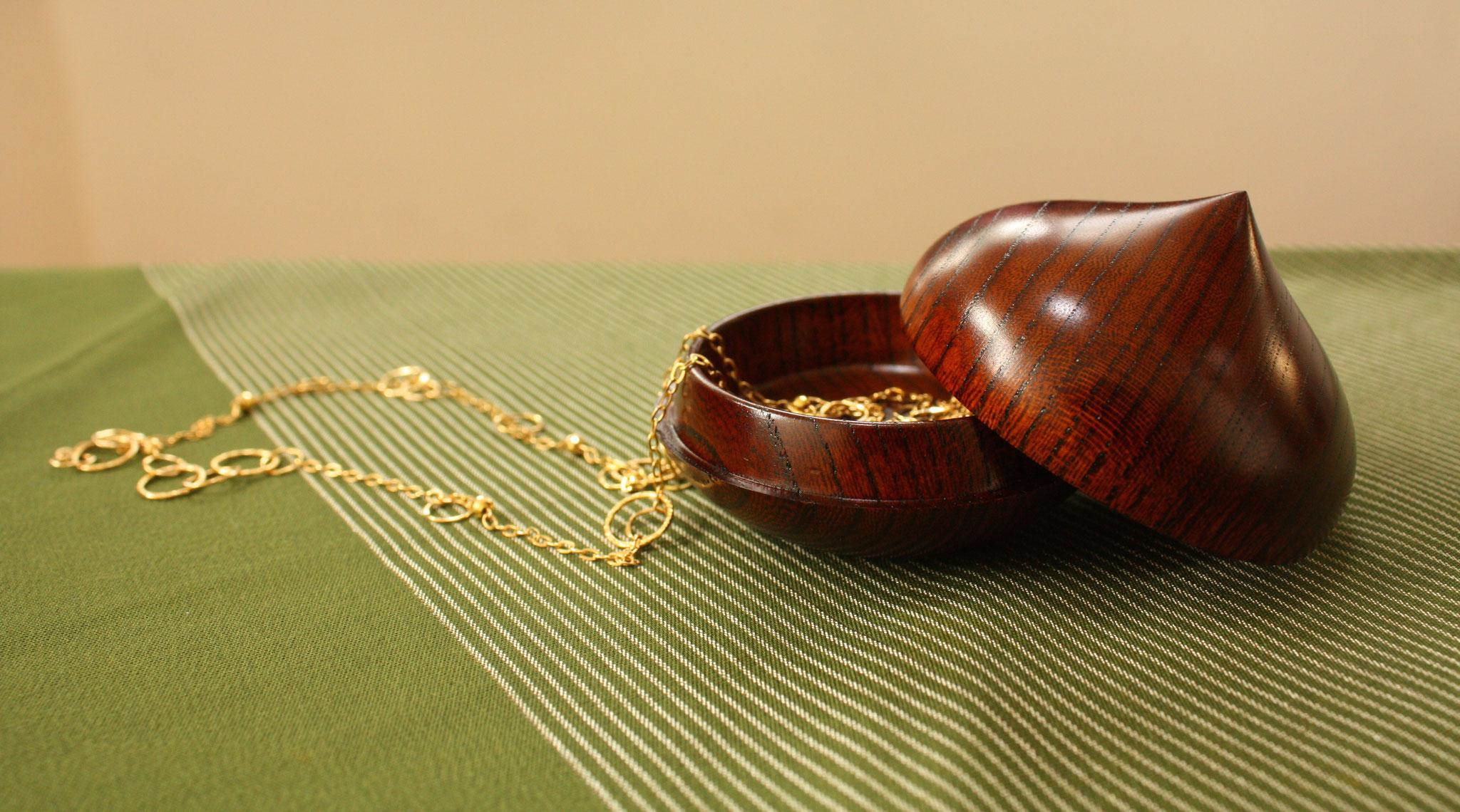 marron dome box
