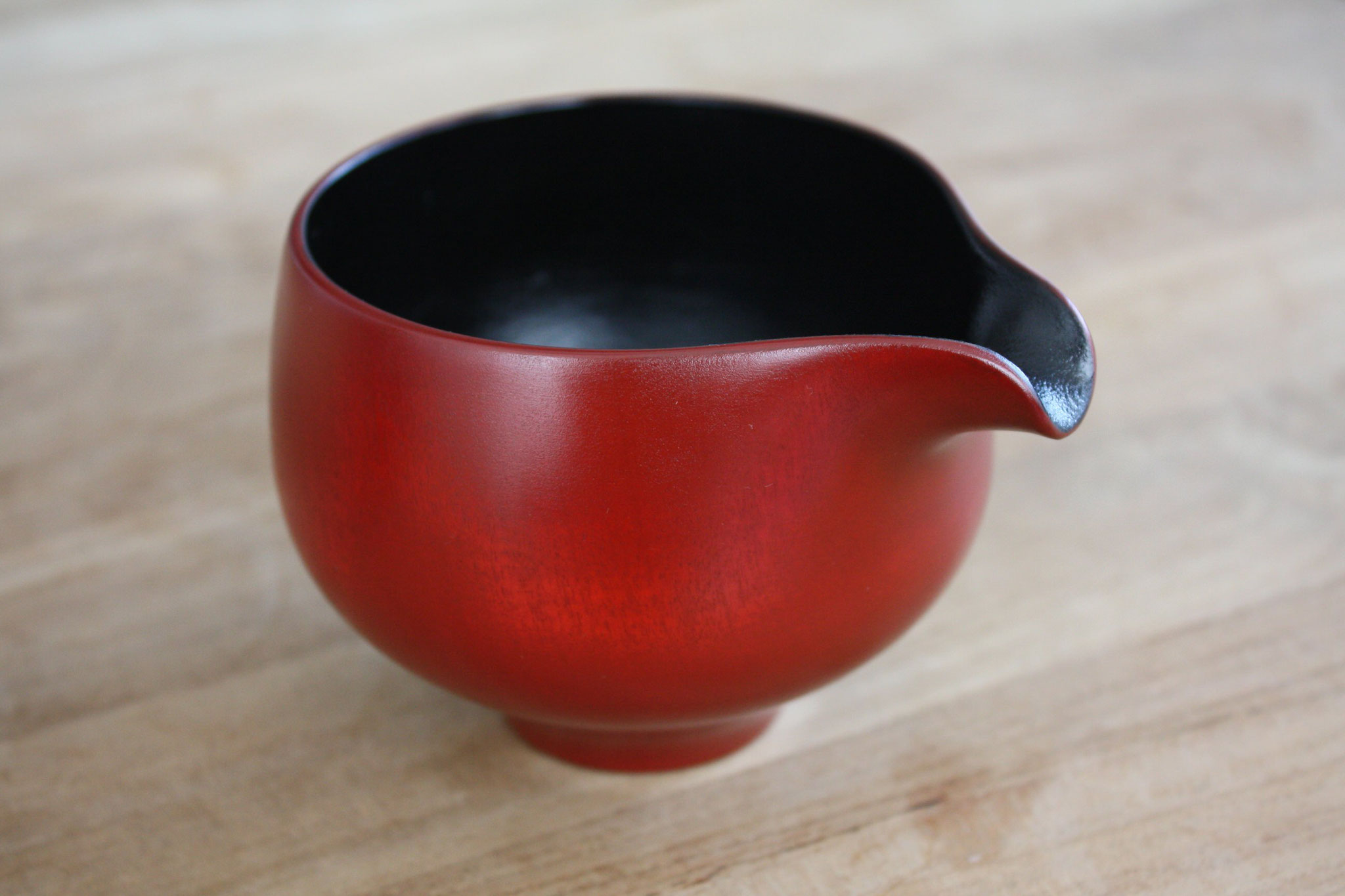 """Lipped vessel """"Katakuchi"""" by Maiko Okuno"""
