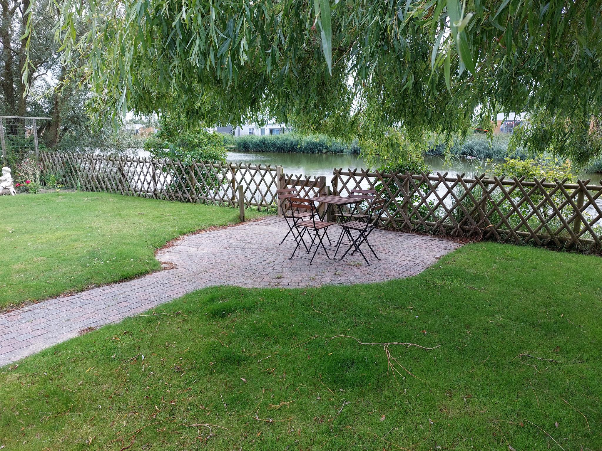 Sitzplatz am Ende des Gartens