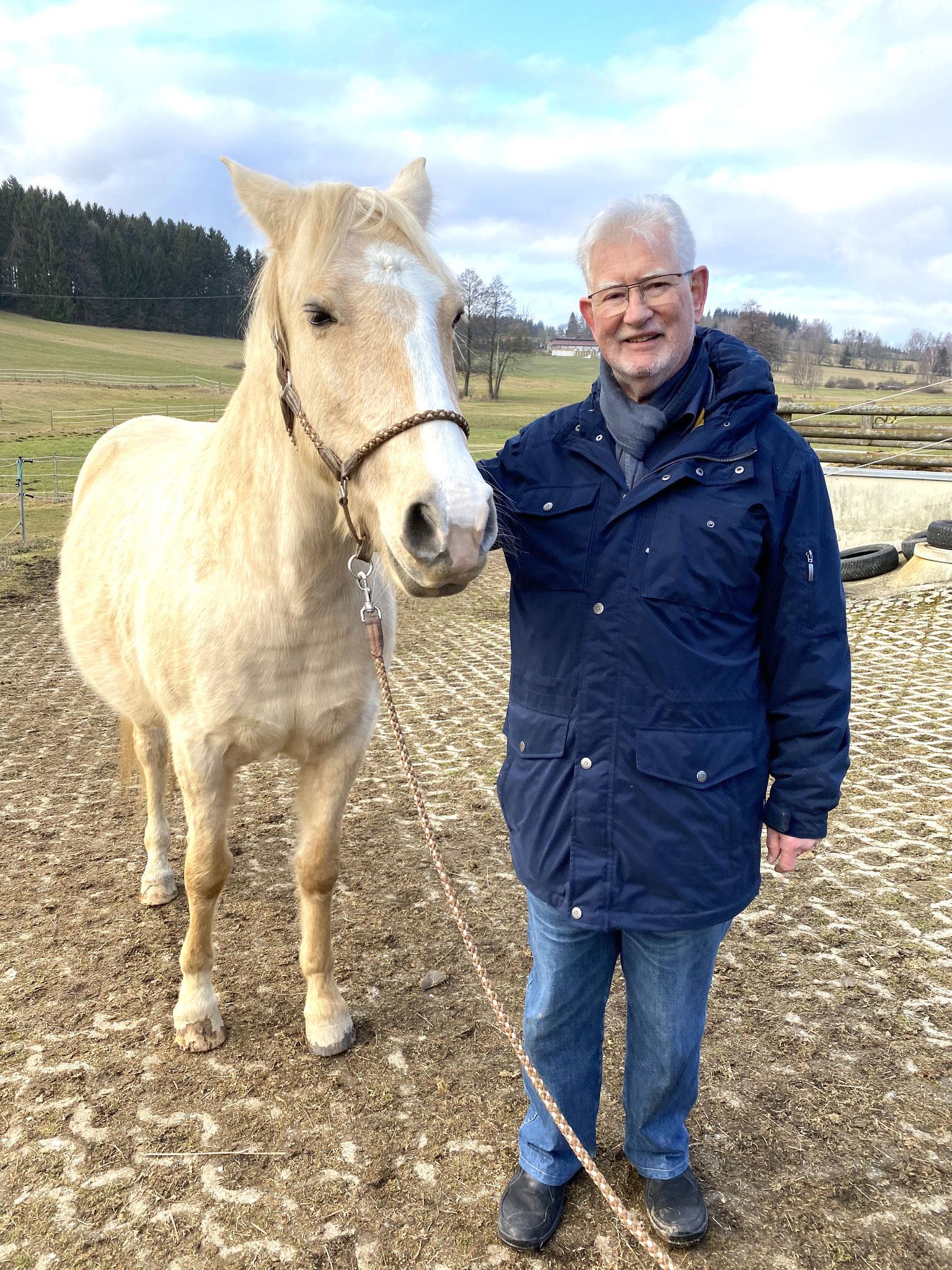 """Mit """"Schosspferd"""" FARRU wie Dr. Brockard ihn liebevoll nannte :-)"""