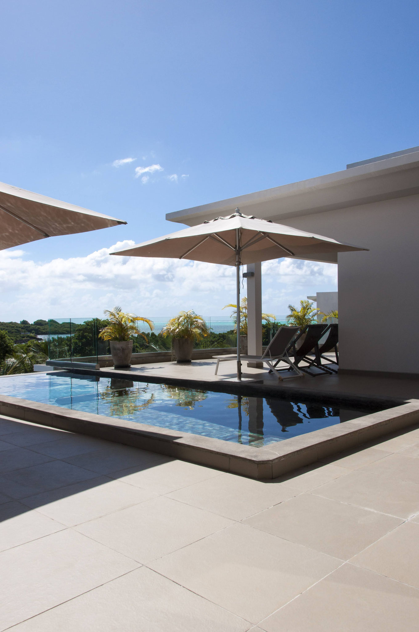RESALE EXCEPTIONAL LUXURY PROPERTY SEA VIEW IN THE WORLD - PENTHOUSE IRS AZURI IN MAURITIUS ISLAND By JINVESTY