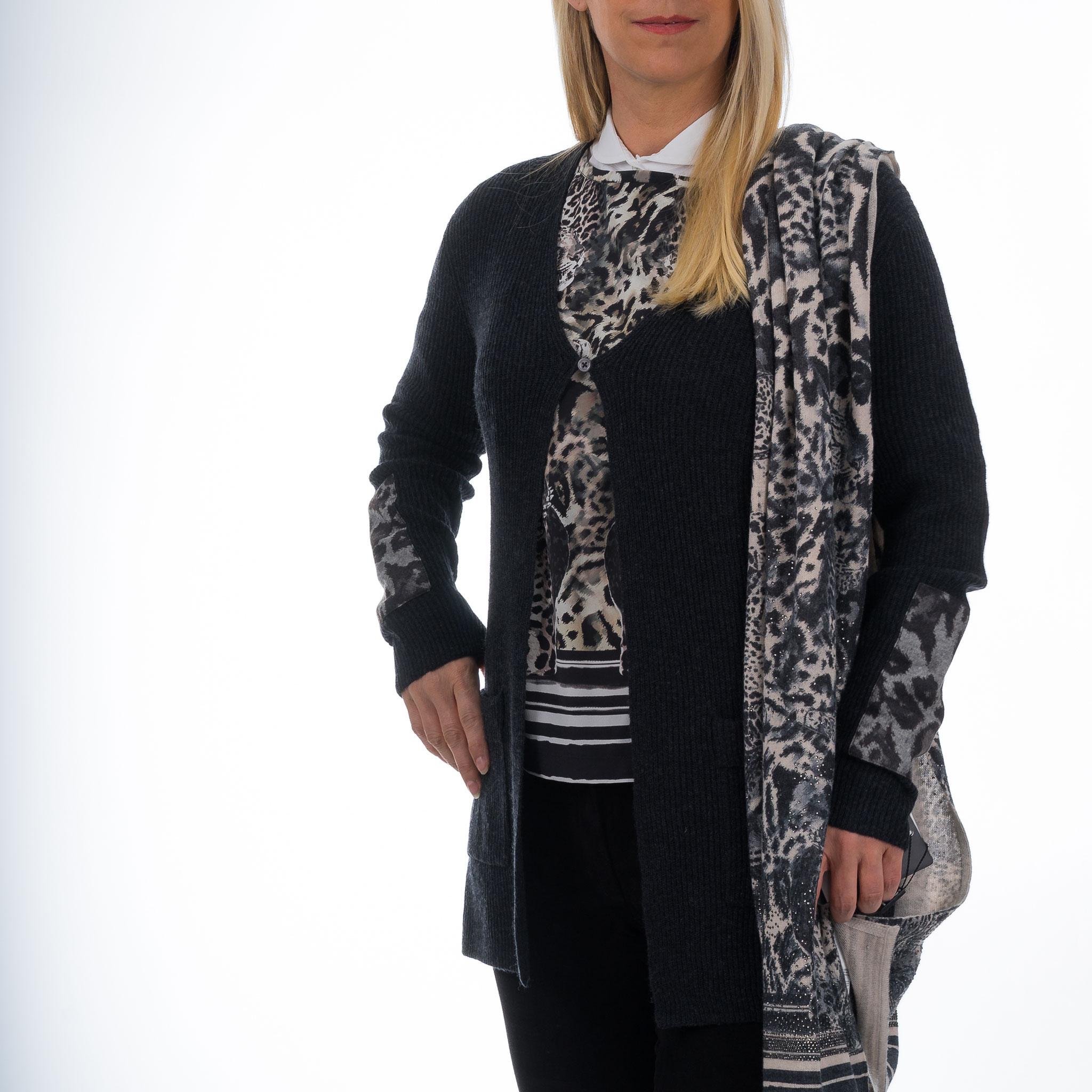 Bluse von Nice und Strickjacke Antrazit von Nice mit Schal