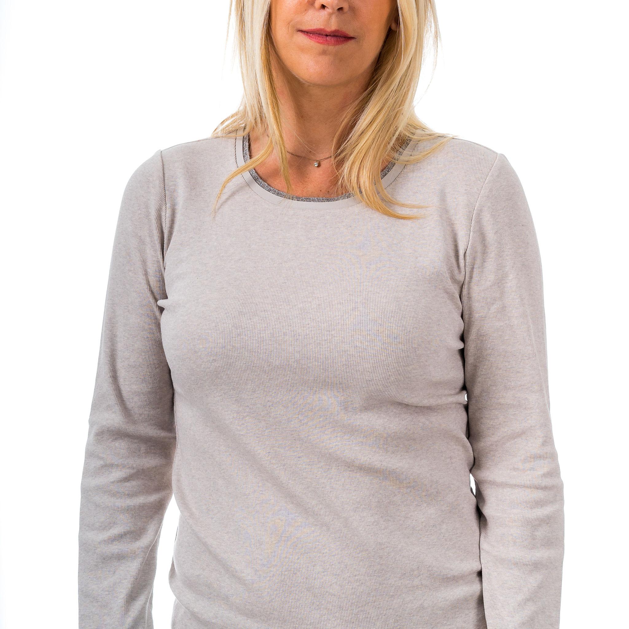 cashmere strick jacke mit rei�verschluss dunkelblau         darunter ein Seiden-Cashmere Pulli
