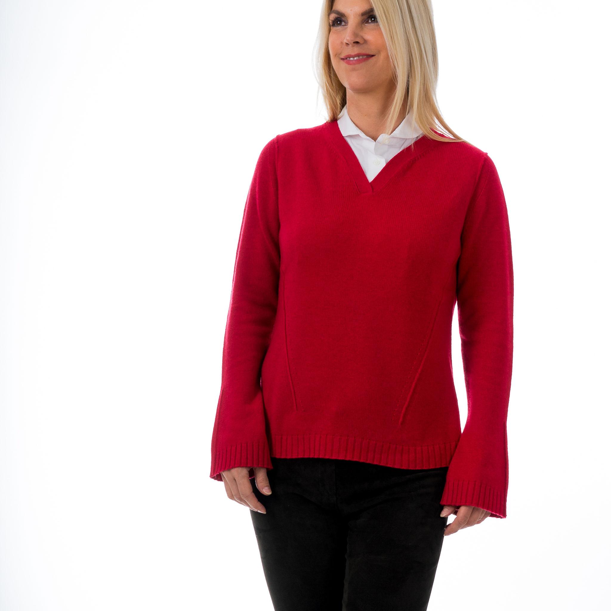 Cashmere Pulli rot von Nice , Arme leicht ausgestellt, V-Ausschnitt , sehr schön mit Bluse zu kombinieren