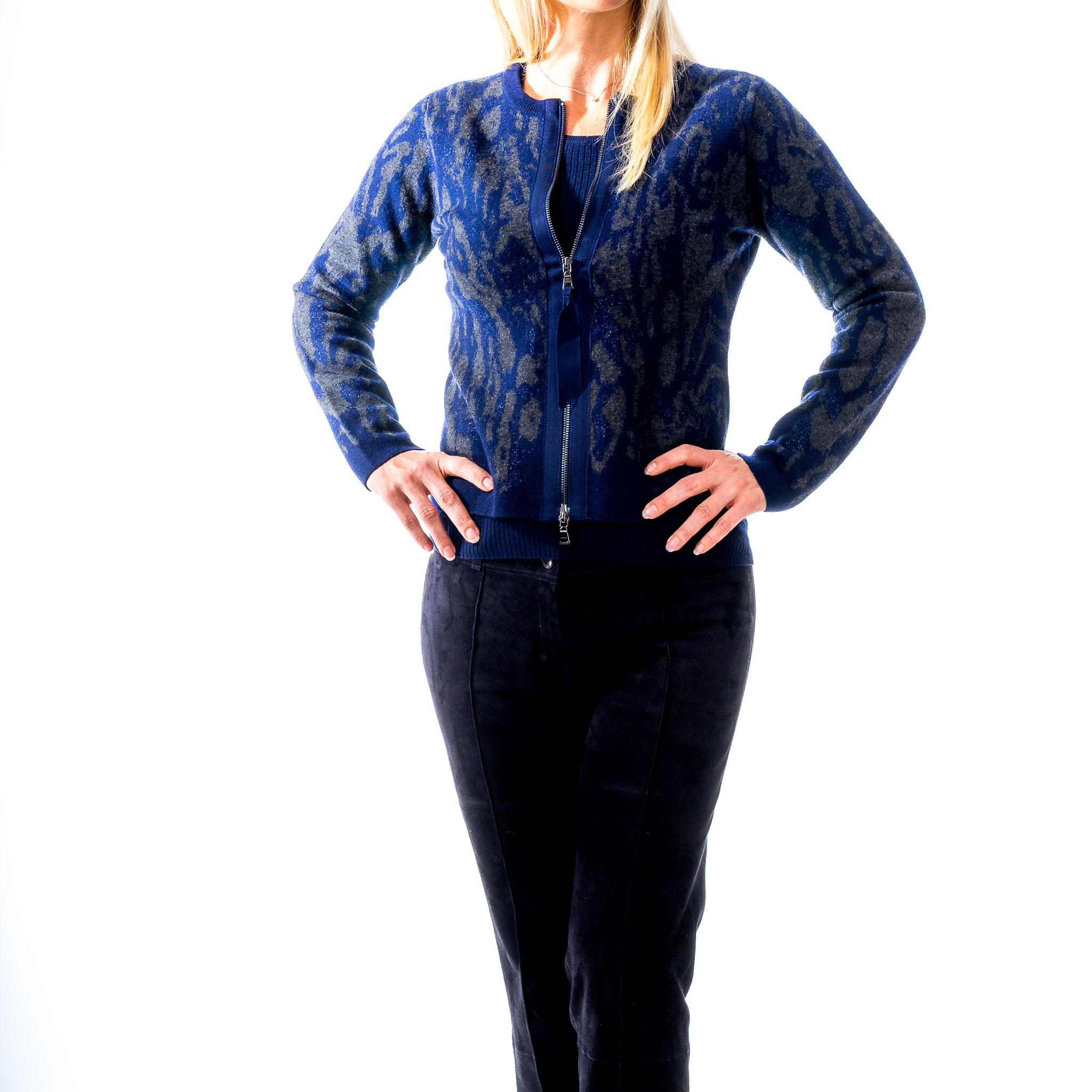 Strickjacke Marineblau mit Taupe von Nice passend dazu ein Basic-Strickshirt