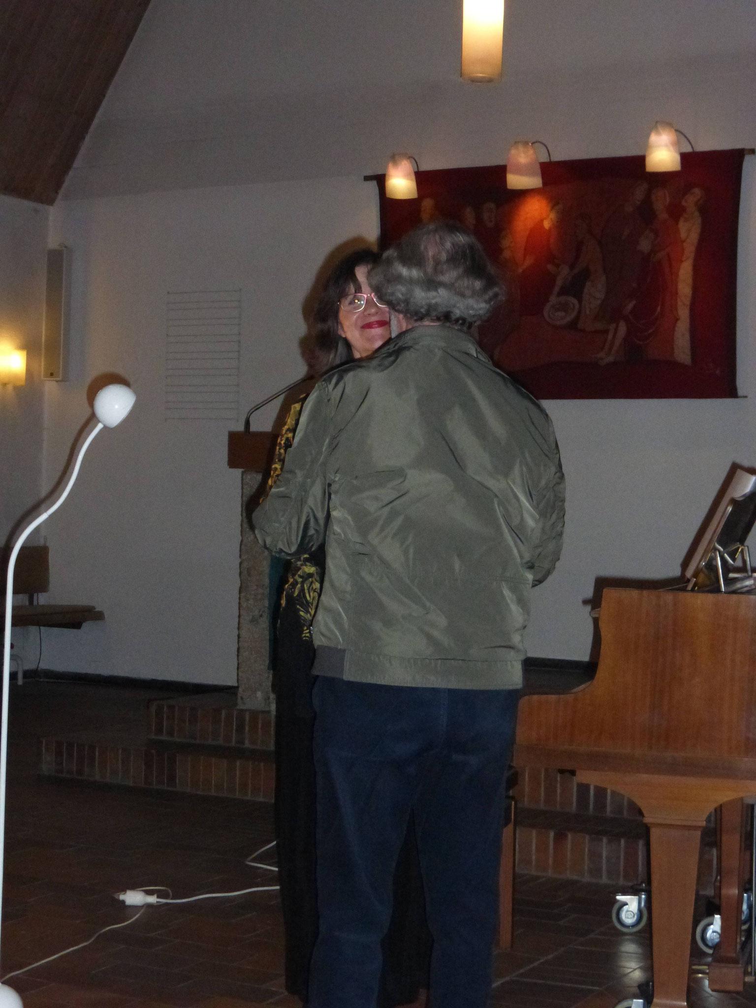 Eva Schieferstein nach der Uraufführung mit dem Komponisten Roland Leistner-Mayer