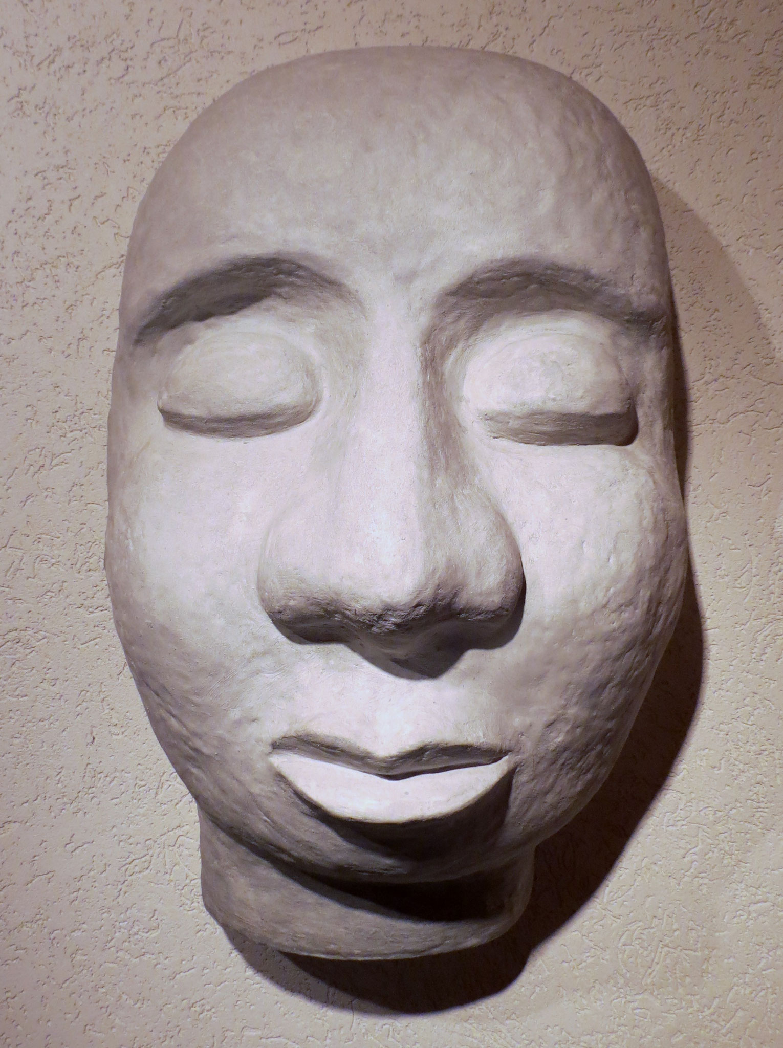 """Meditation"", GFK, Wandplastik"