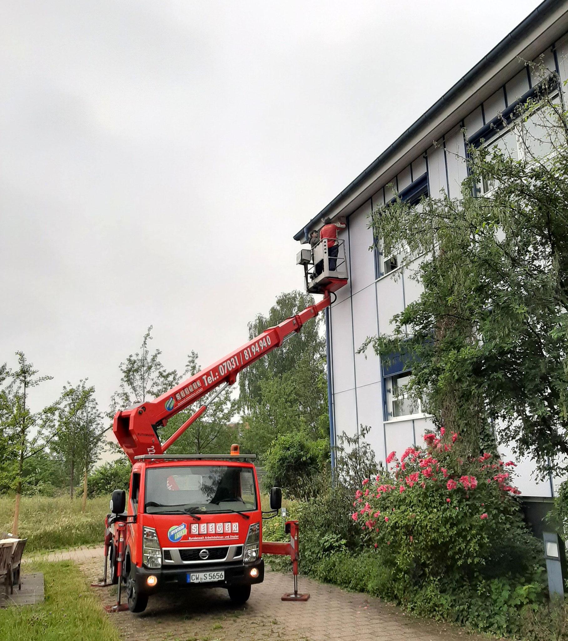 Anbringung am Max-Planck-Institut Tübingen / Elisabeth Bark