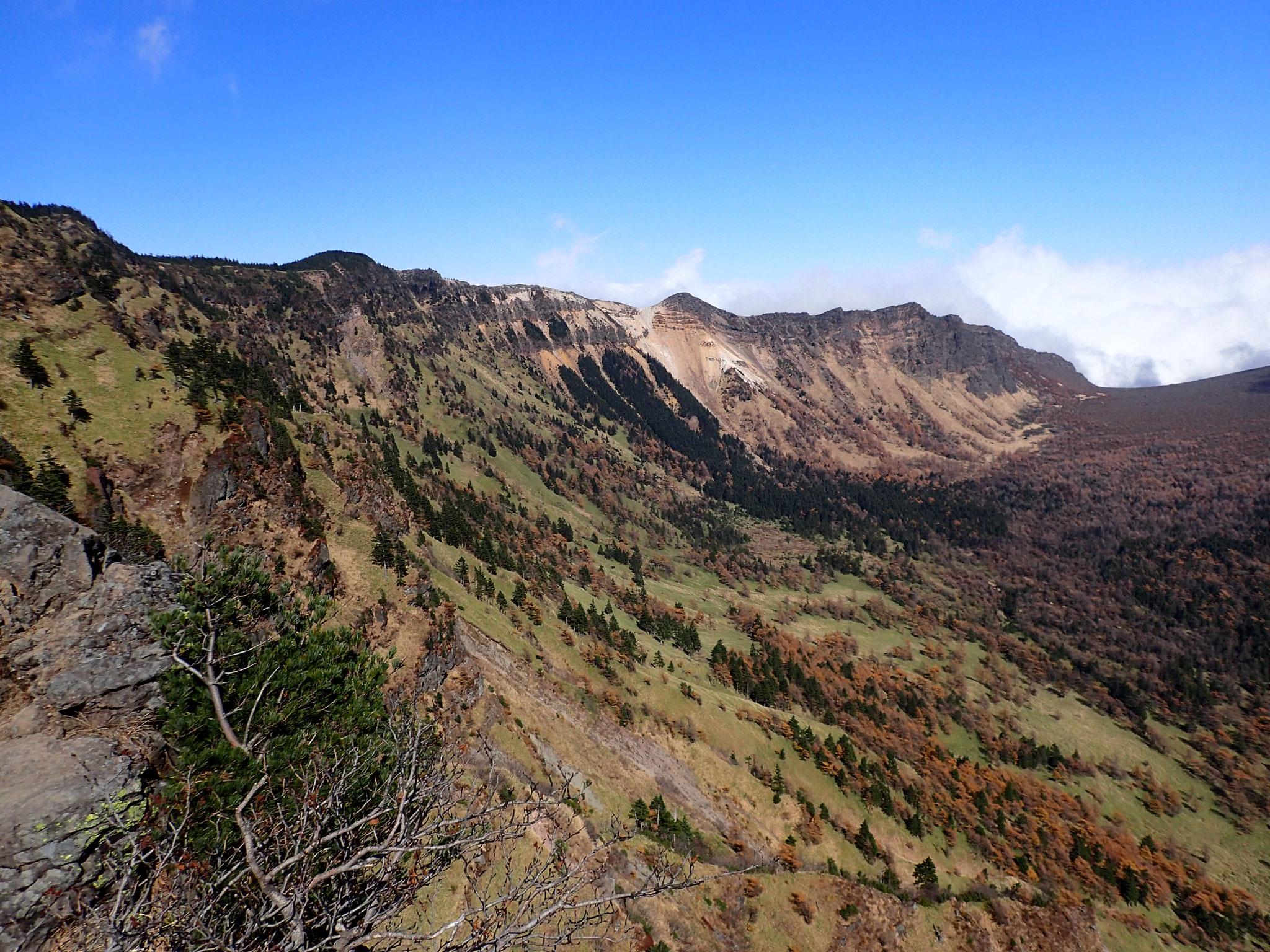 10月 浅間山 <浅間山・高峰高原・湯の丸>(上信越高原国立公園・浅間山北麓ジオパーク)