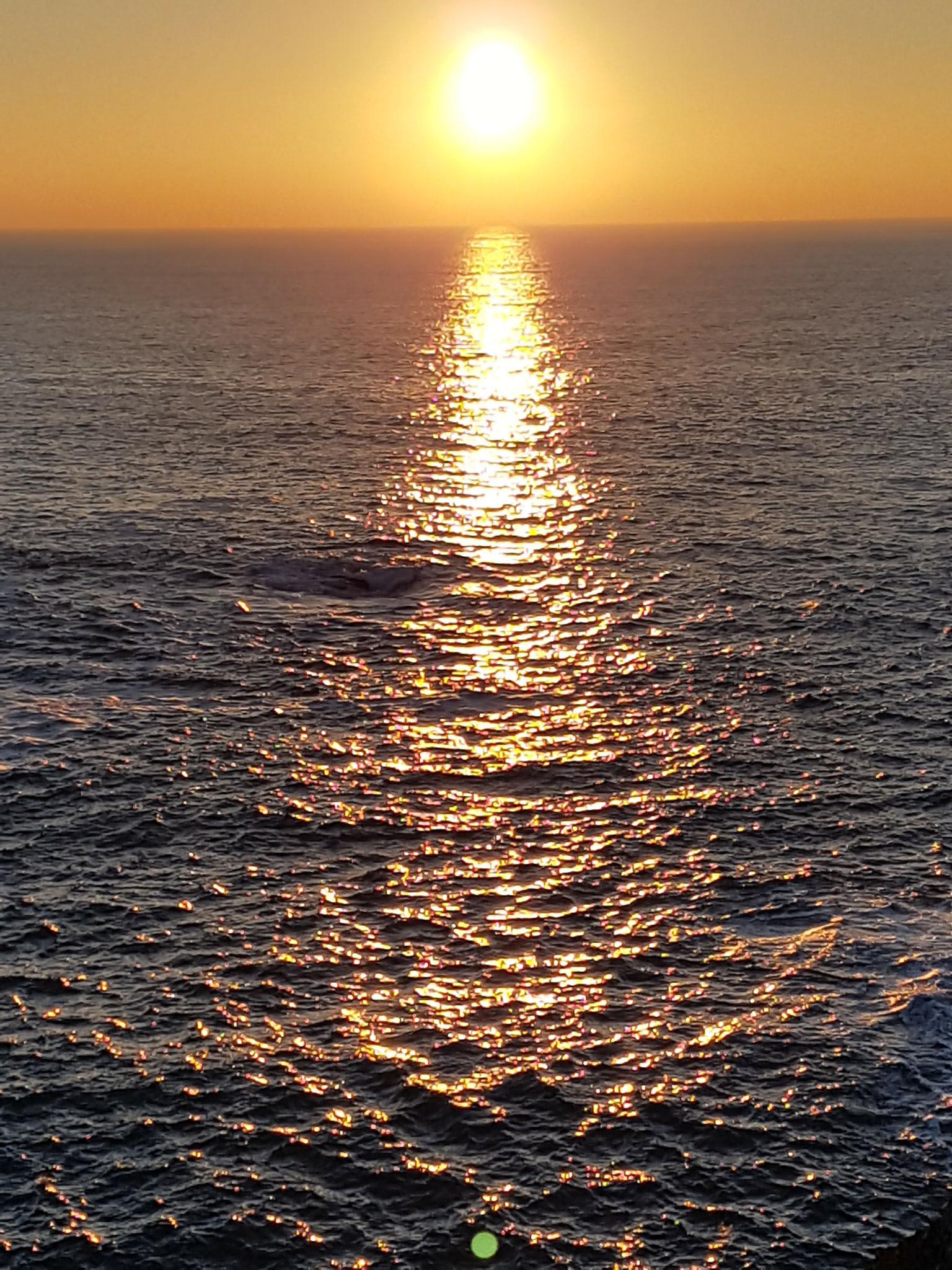 Le coucher du soleil sur l'océan atlantique